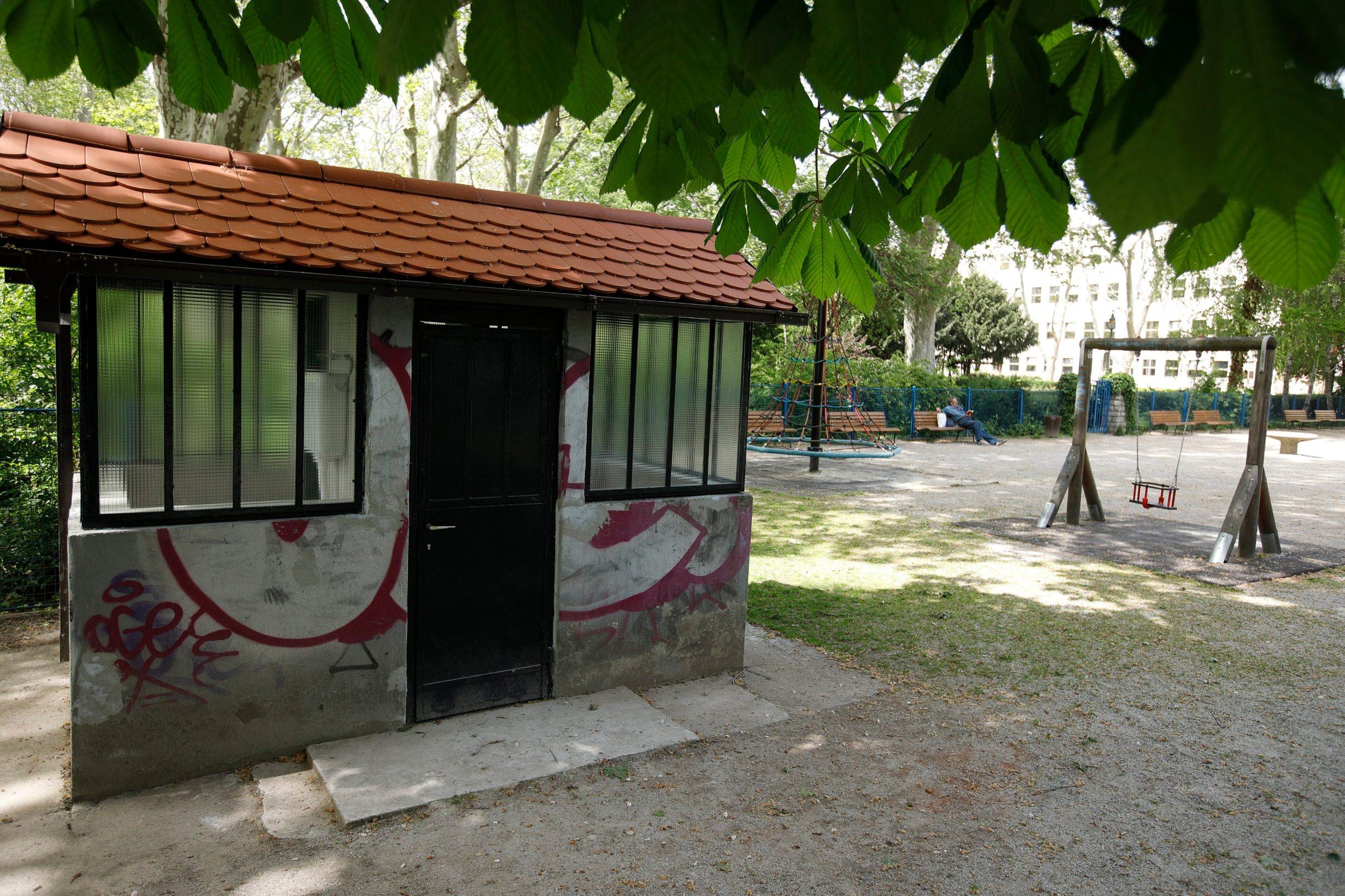 WC u parku na Trgu kralja Petra Krešimira