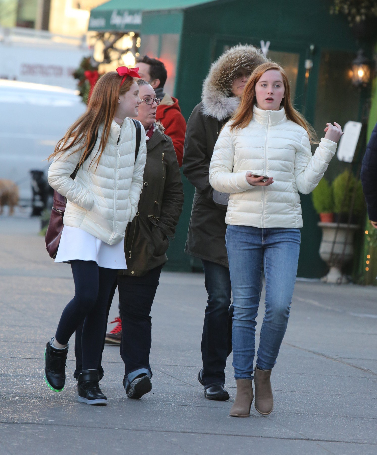 -New York, NY - 12/20/16 -  Brooke Shields shopping with her daughters Rowan Henchy, and Grier Henchy, and friends in the West Village  -PICTURED: Brooke Shields, Rowan Henchy, Grier Henchy -, Image: 309203788, License: Rights-managed, Restrictions: , Model Release: no, Credit line: Profimedia, INSTAR Images