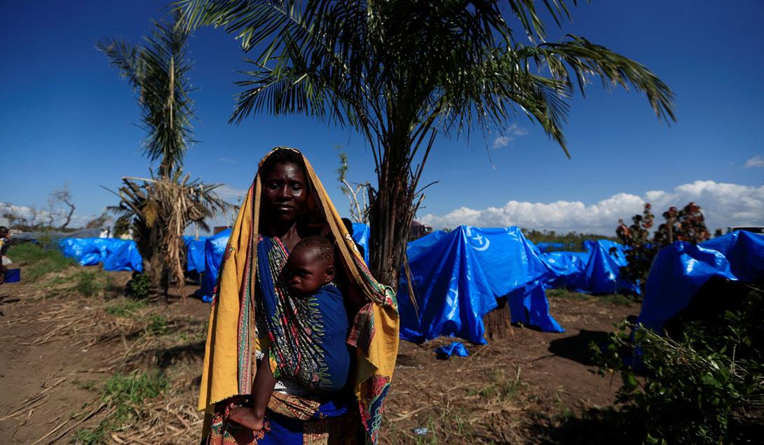 Žena u kampu za ljude koji su ostali bez doma nakon ciklona Idai u Mozambiku