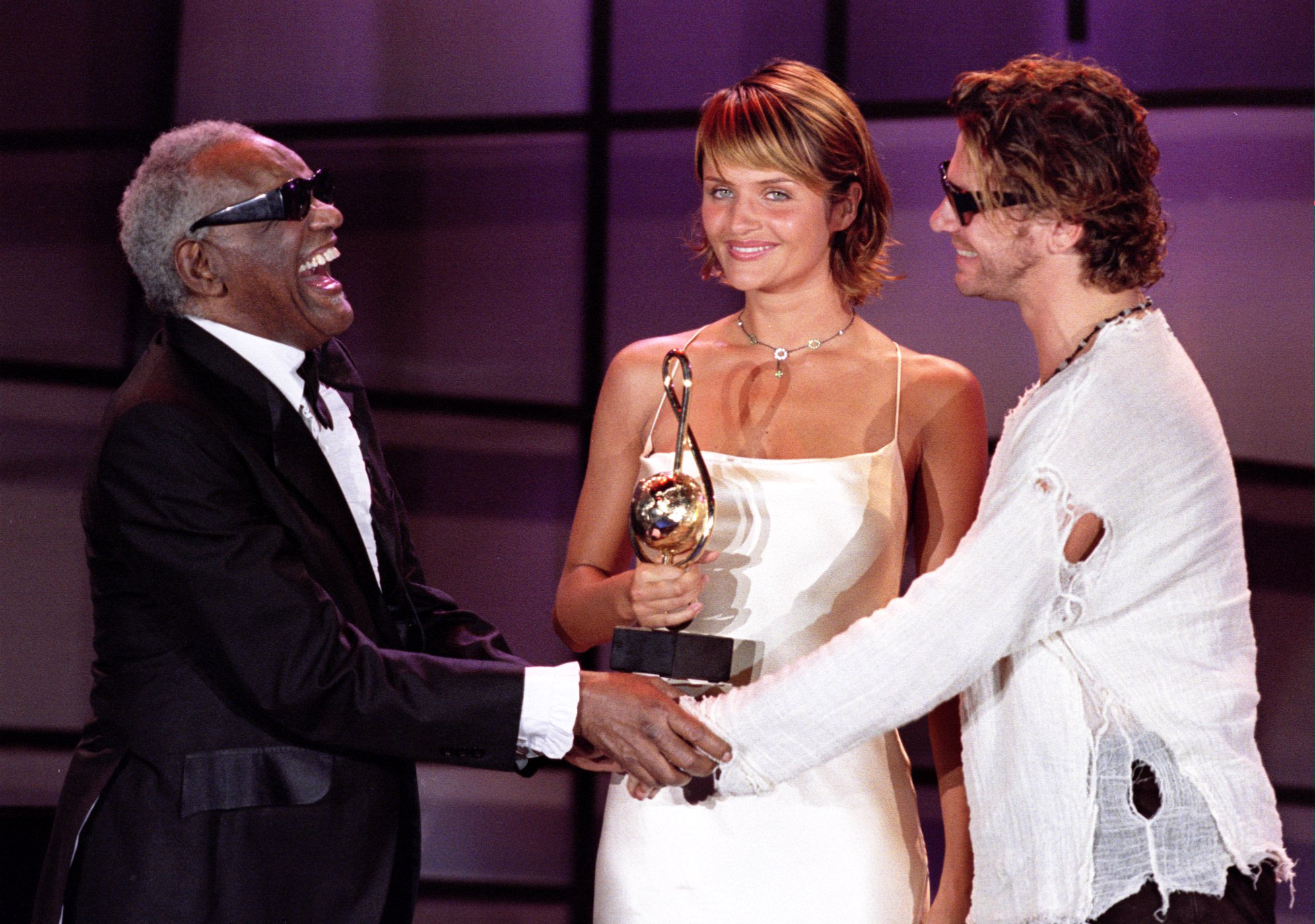 Australian singer of INXS Michael Hutchence and Danish top model Helena Christiensen greets American singer Ray Charles during the World Music Awards TV show in Monte Carlo May 4 - PBEAHUNGOCF