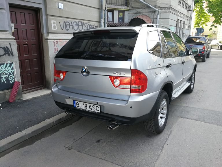 2a6d0f28-shuanghuan-sceo-bmw-x5-clone-spotted-2-768x576