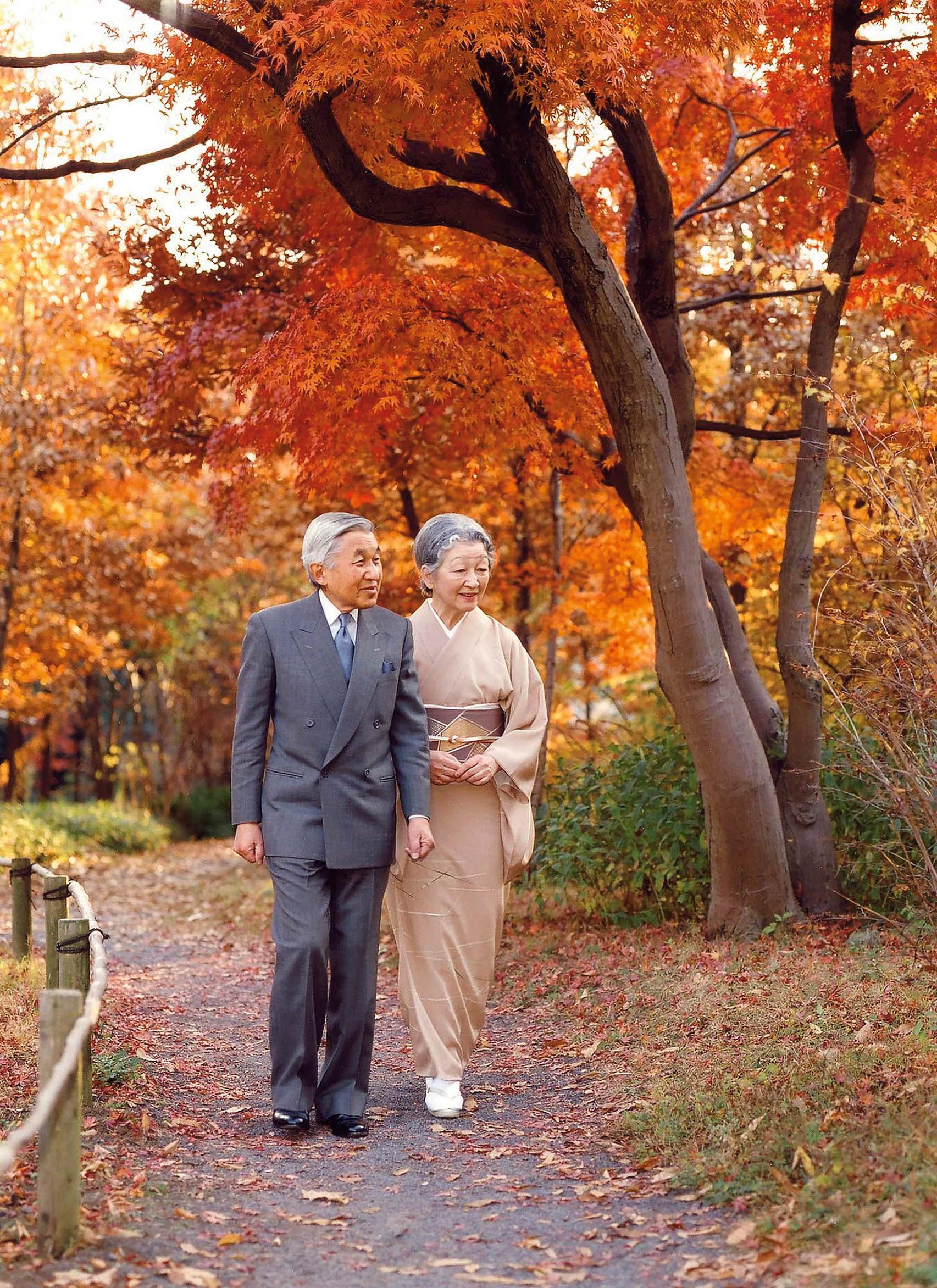 Carski par u vrtu Imperijalne palače u Tokiju