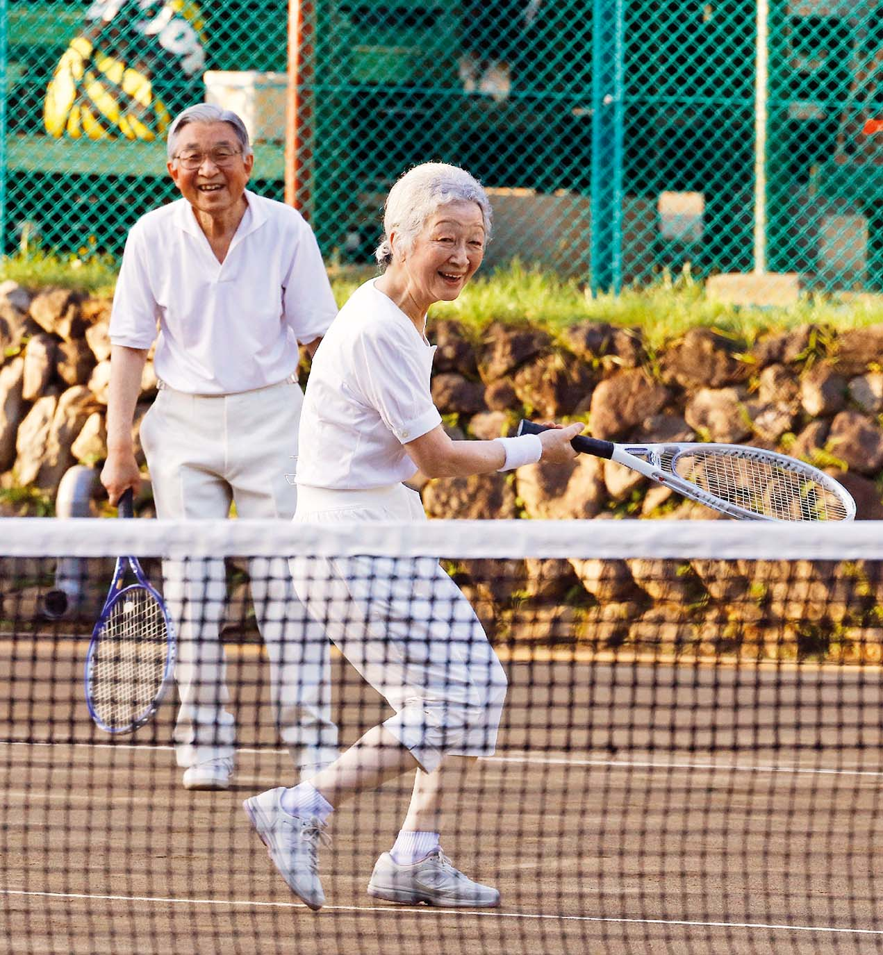 This photo taken on August 27, 2013 shows Japanese Emperor Akihito (L) and Empress Michiko (R) playing tennis at Japan's mountain resort Karuizawa in Nagano prefecture. The royal couple are taking a week-long summer rest at the mountain resort in central Japan.   JAPAN OUT, Image: 288094512, License: Rights-managed, Restrictions: JAPAN OUT, Model Release: no, Credit line: Profimedia, AFP