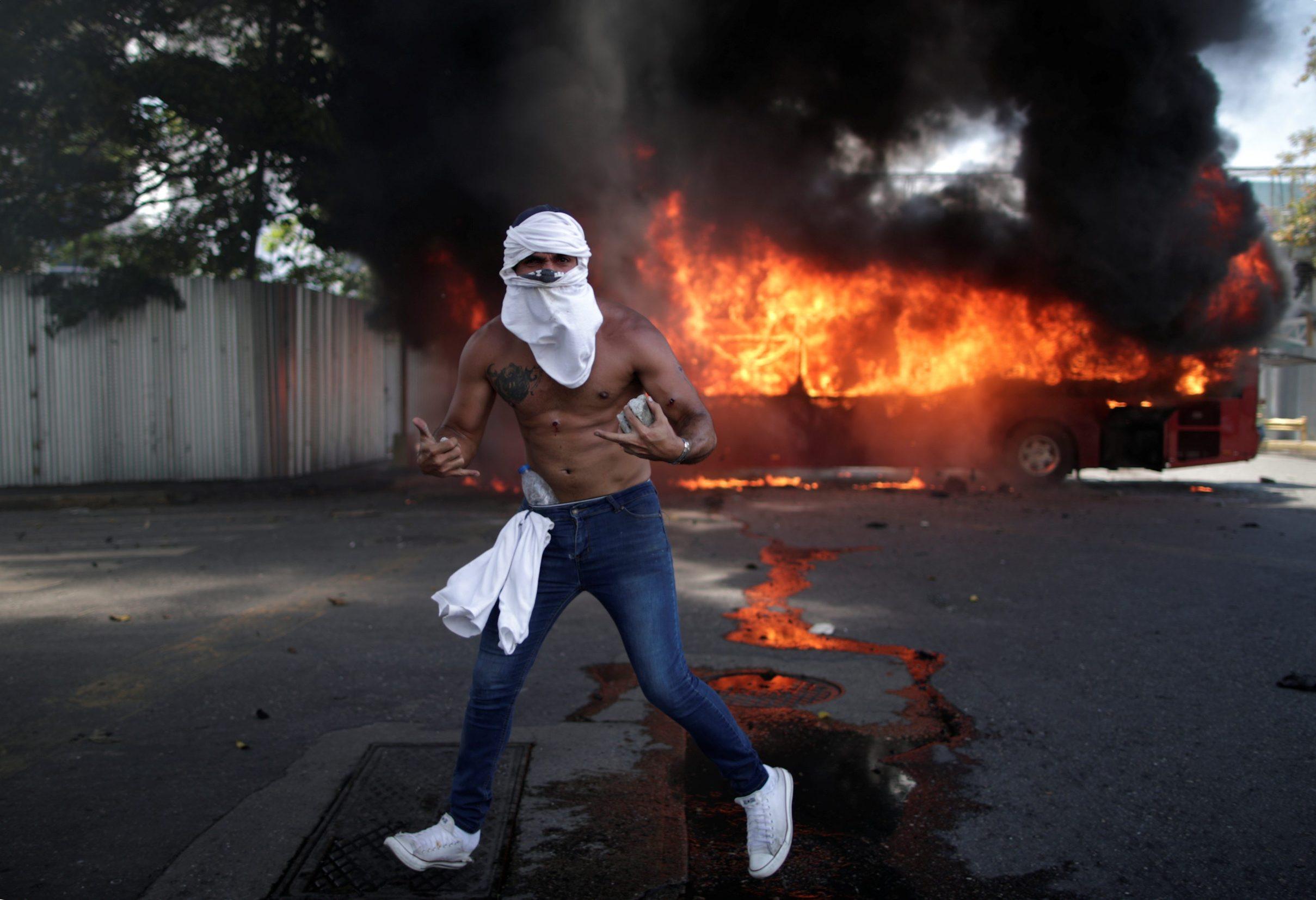 2019-04-30T164119Z_115275129_RC17CD744450_RTRMADP_3_VENEZUELA-POLITICS
