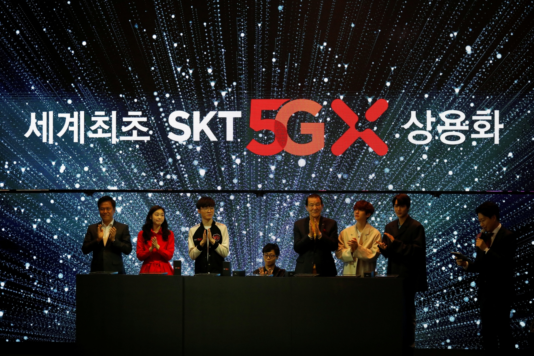 Park Jung-ho, predsjednik Uprave SK Telecoma, sudjeluje na ceremoniji pokretanja svoje usluge 5G, u Seulu, Južna Koreja