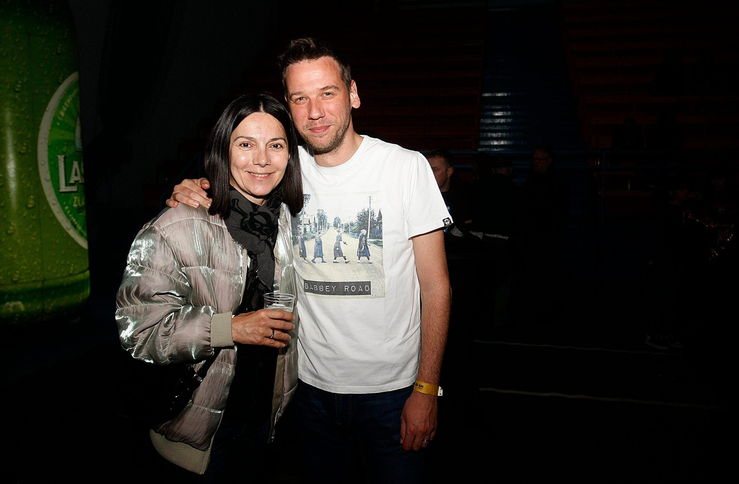 Zagreb, 050419. Dom sportova. Koncert grupe Vatra. Na fotografiji: Danijela Trbovic i Luka Bulic. Foto: Ranko Suvar / CROPIX