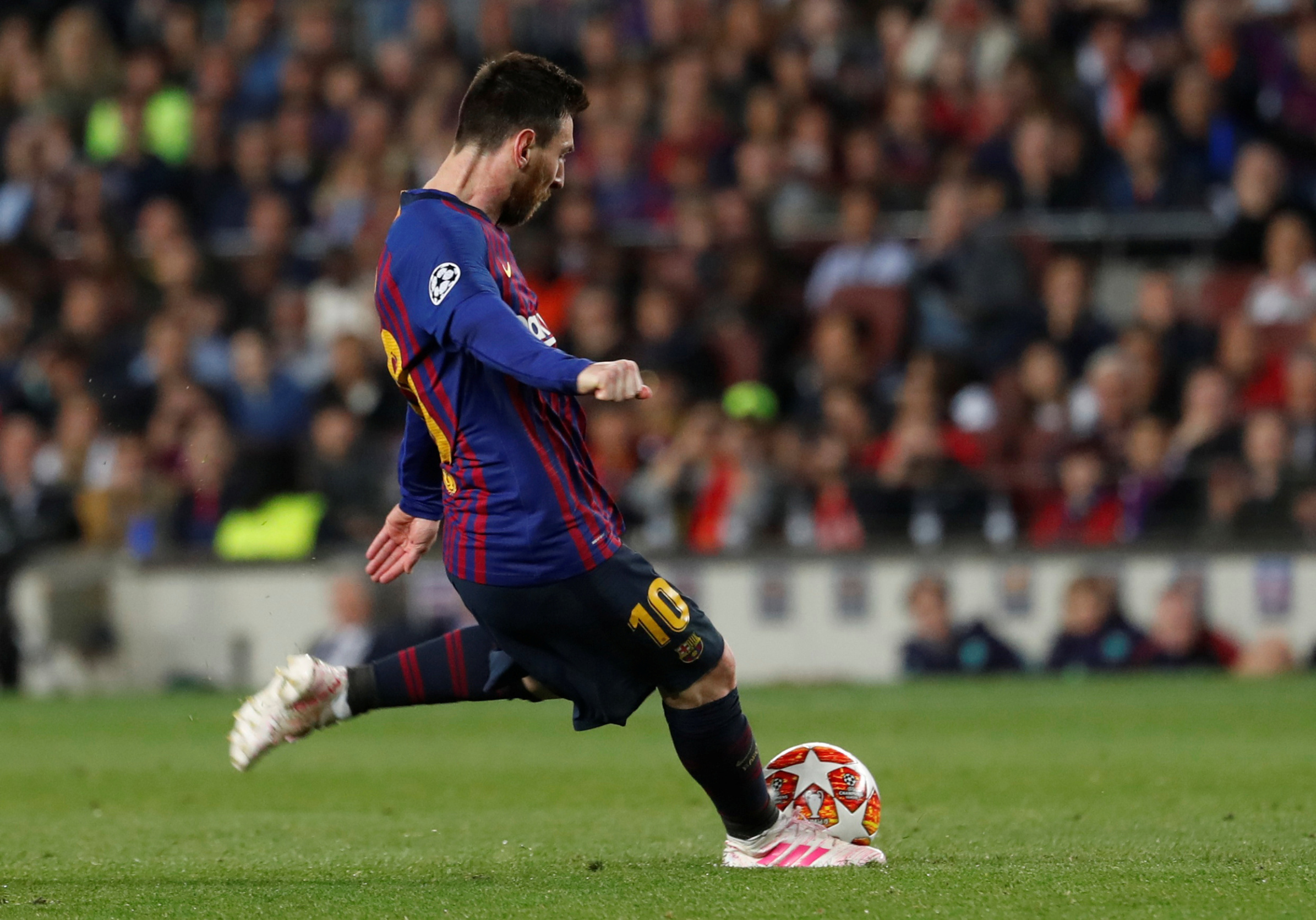 Soccer Football - Champions League Semi Final First Leg - FC Barcelona v Liverpool - Camp Nou, Barcelona, Spain - May 1, 2019  Barcelona's Lionel Messi scores their third goal from a free kick   REUTERS/Susana Vera
