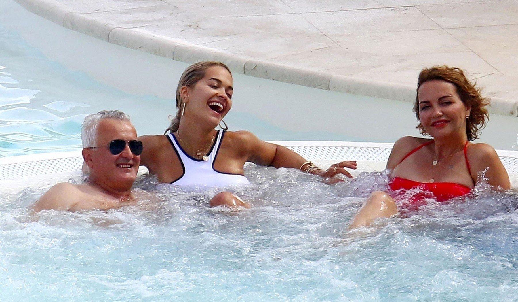 Rita Ora s roditeljima