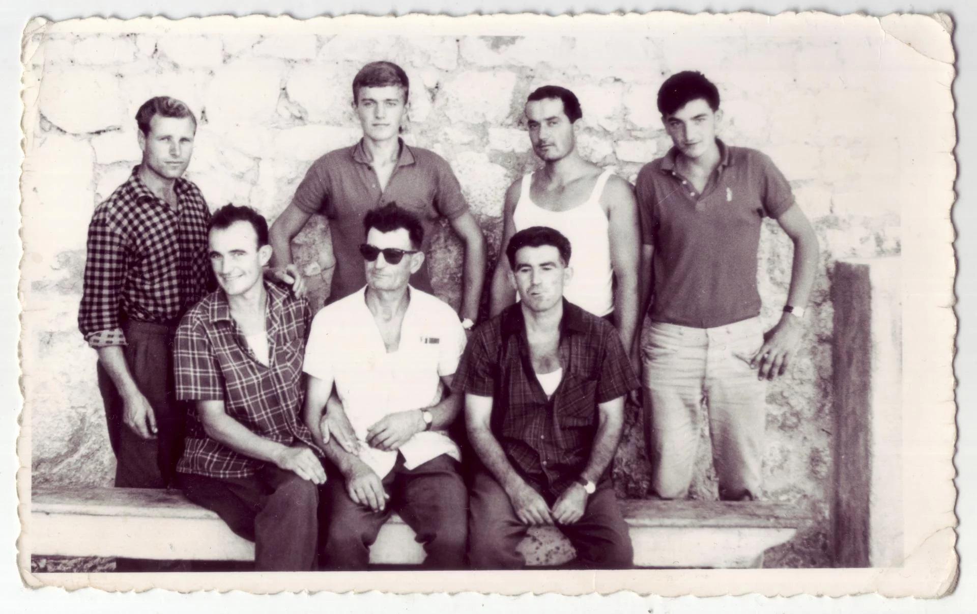 Trgovci i mesari iz Zavojana snimljeni na imotskom pazaru 1968. godine