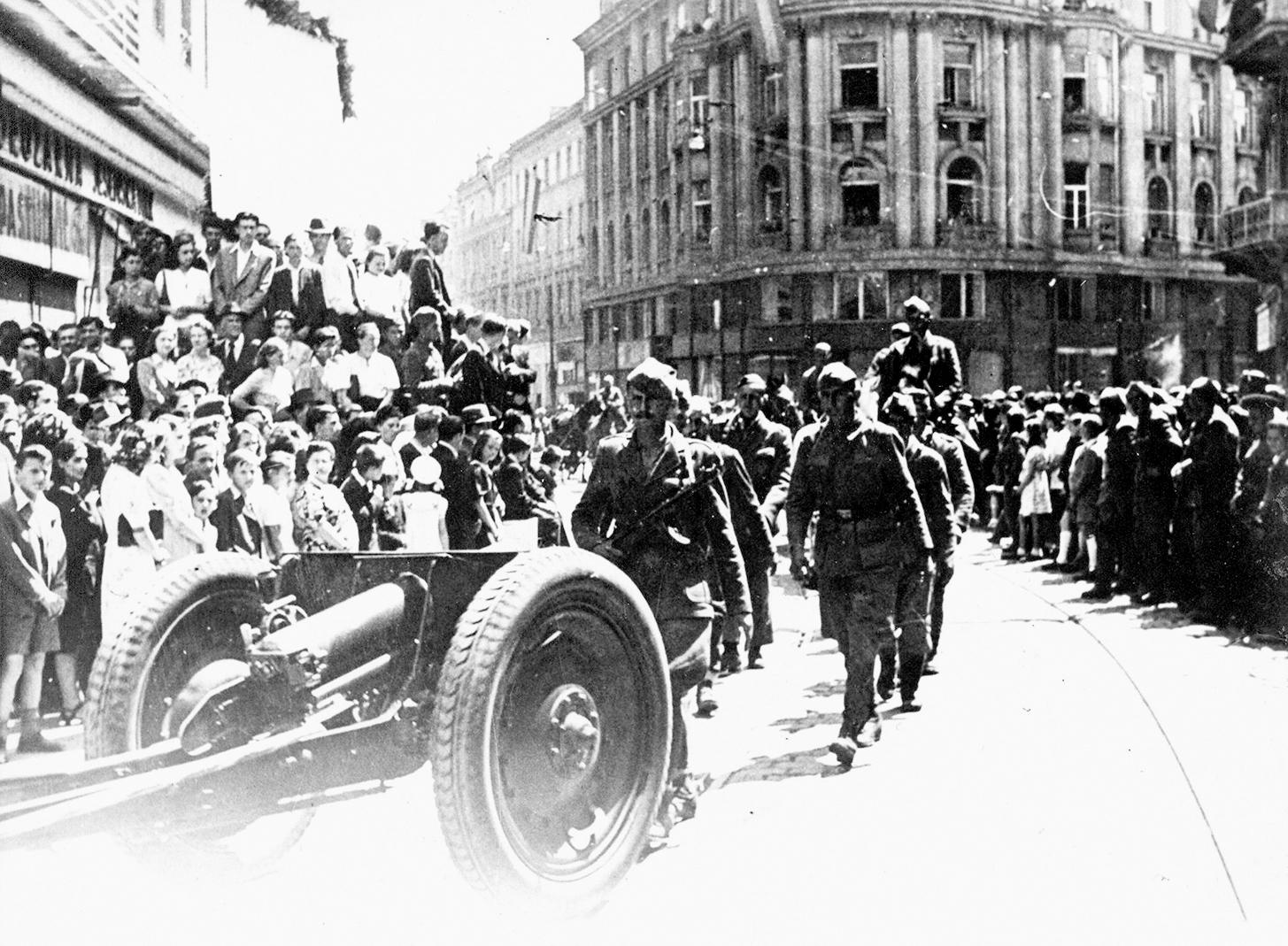 Jedinice Druge armije ulaze u Zagreb 8. svibnja 1945. godine