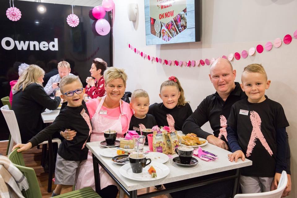 Jo Stafford sa suprugom i djecom