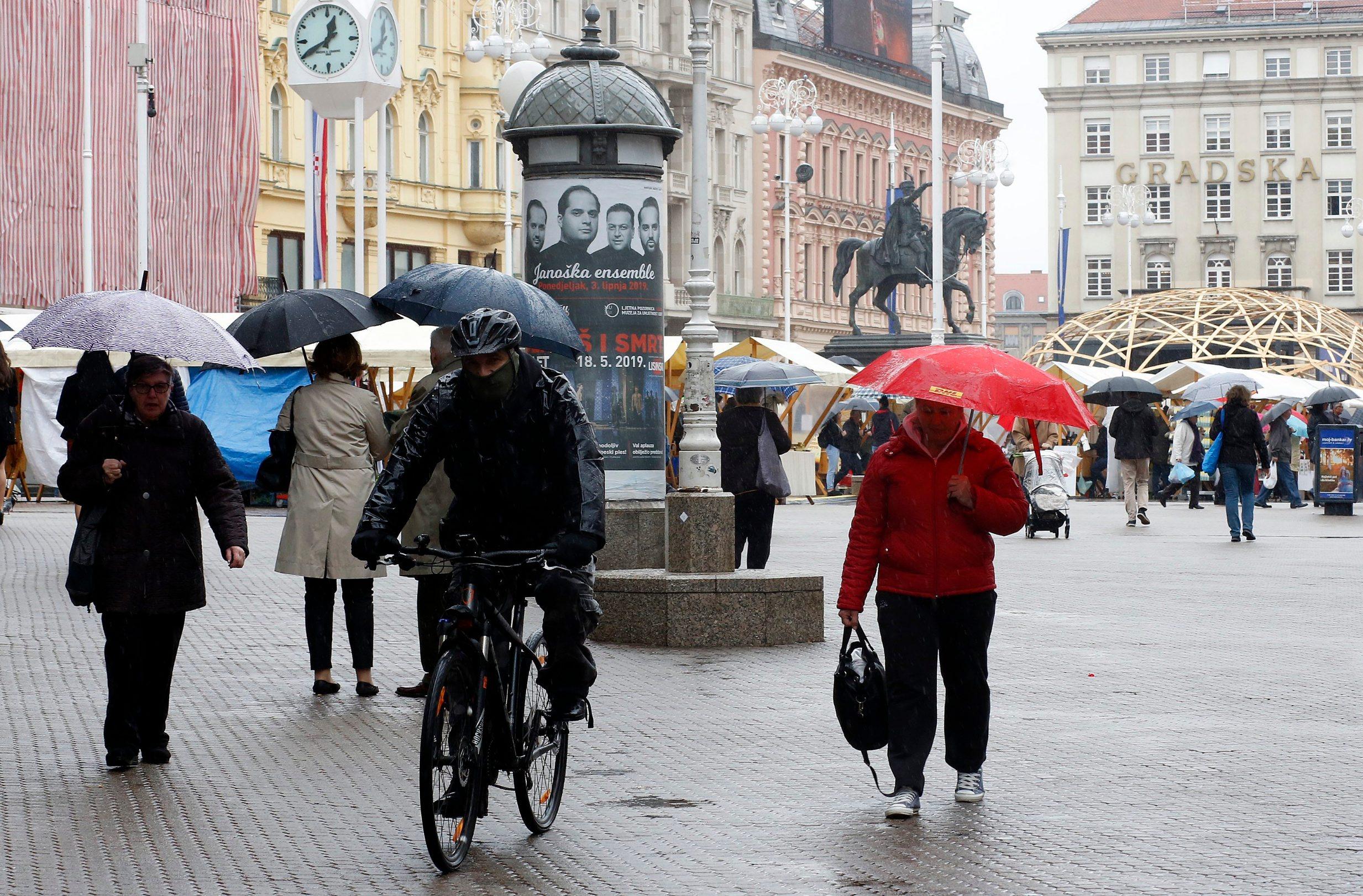 I kišilo je nad Zagrebom i Hrvatskom tih dana ...
