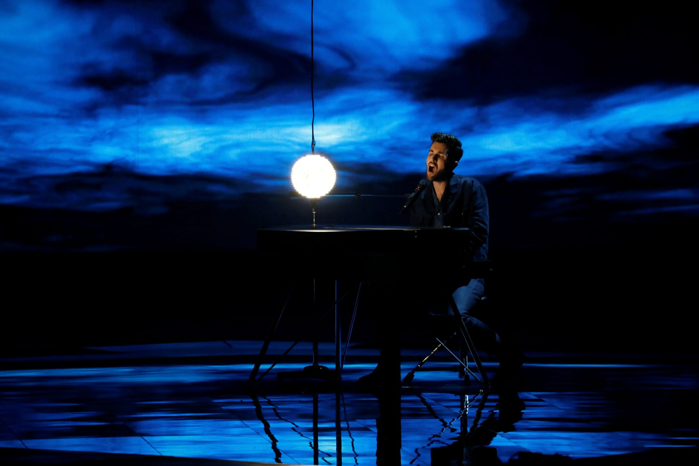 Participant Duncan Laurence of The Netherlands performs during second semi-final of 2019 Eurovision Song Contest in Tel Aviv, Israel May 16, 2019. REUTERS/ Amir Cohen