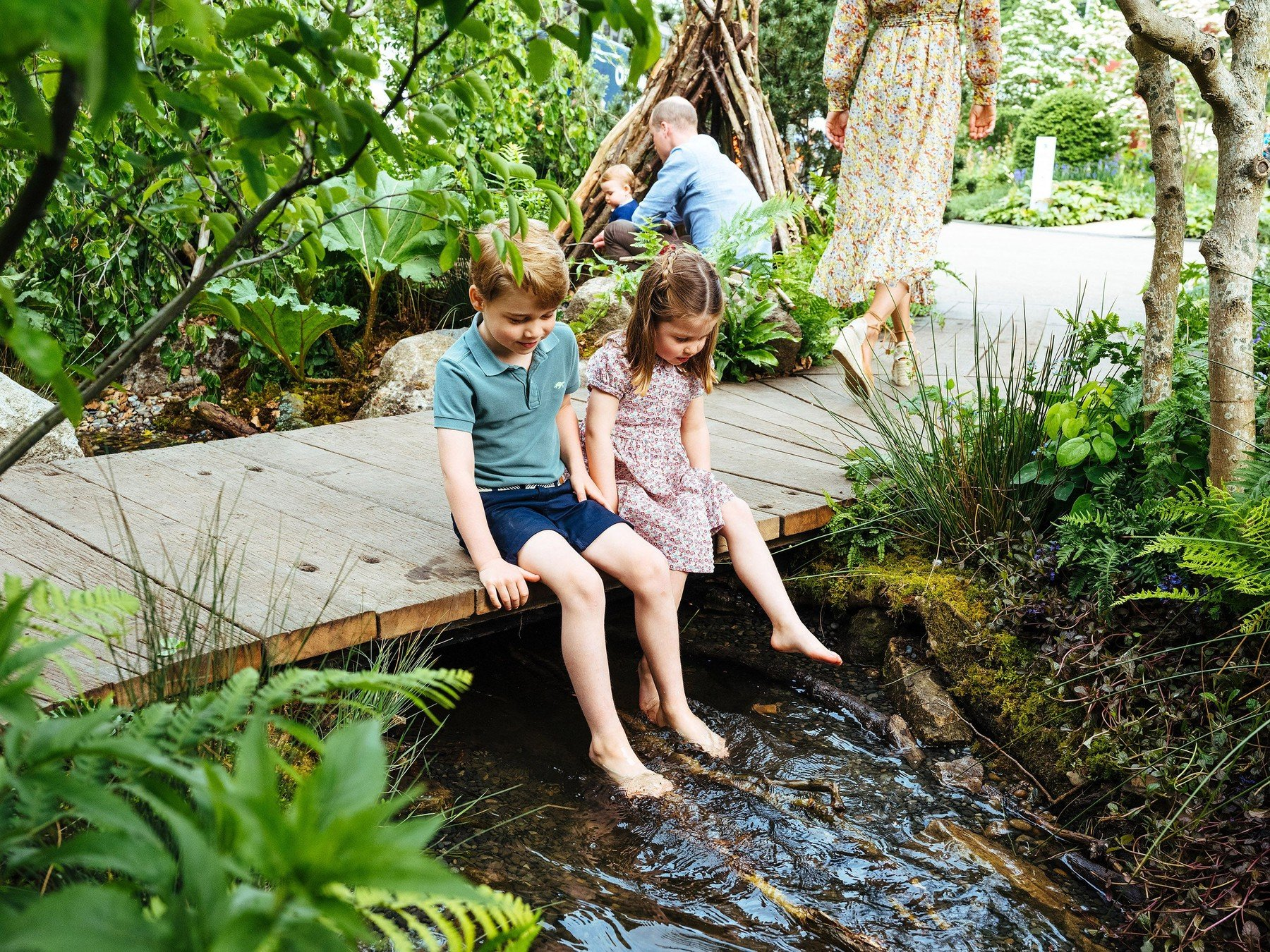 **STRICTLY EMBARGOED UNTIL 2230 BST SUNDAY MAY 19**  The Duke and Duchess of Cambridge, Prince George, Princess Charlotte and Prince Louis visit the Adam White and Andree Davies co-designed 'Back to Nature' garden during build week ahead of the RHS Chelsea Flower Show, London, UK, on the 19th May 2019.  Picture by Matt Porteous/WPA-Pool  **STRICTLY EMBARGOED TO 2230 BST SUNDAY MAY 19** EDITORIAL USE ONLY. 19 May 2019, Image: 434580718, License: Rights-managed, Restrictions: NO United Kingdom, Model Release: no, Credit line: Profimedia, Mega Agency