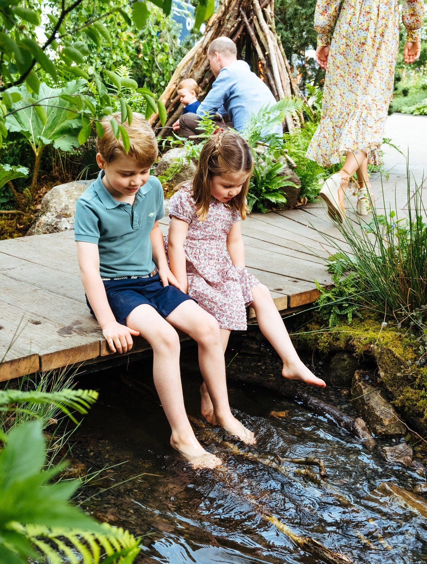 **STRICTLY EMBARGOED UNTIL 2230 BST SUNDAY MAY 19**  The Duke and Duchess of Cambridge, Prince George, Princess Charlotte and Prince Louis visit the Adam White and Andree Davies co-designed 'Back to Nature' garden during build week ahead of the RHS Chelsea Flower Show, London, UK, on the 19th May 2019.  Picture by Matt Porteous/WPA-Pool  **STRICTLY EMBARGOED TO 2230 BST SUNDAY MAY 19** EDITORIAL USE ONLY. 19 May 2019, Image: 434580650, License: Rights-managed, Restrictions: NO United Kingdom, Model Release: no, Credit line: Profimedia, Mega Agency