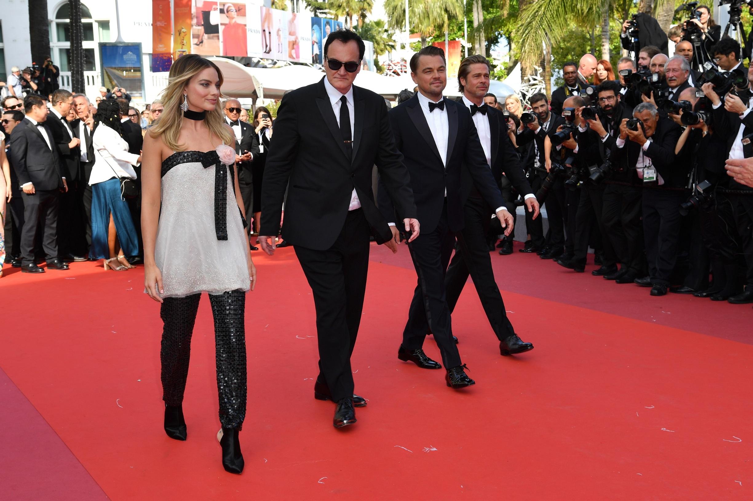 Margot Robbie, Quentin Tarantino, Leonardo DiCaprio i Brad Pitt