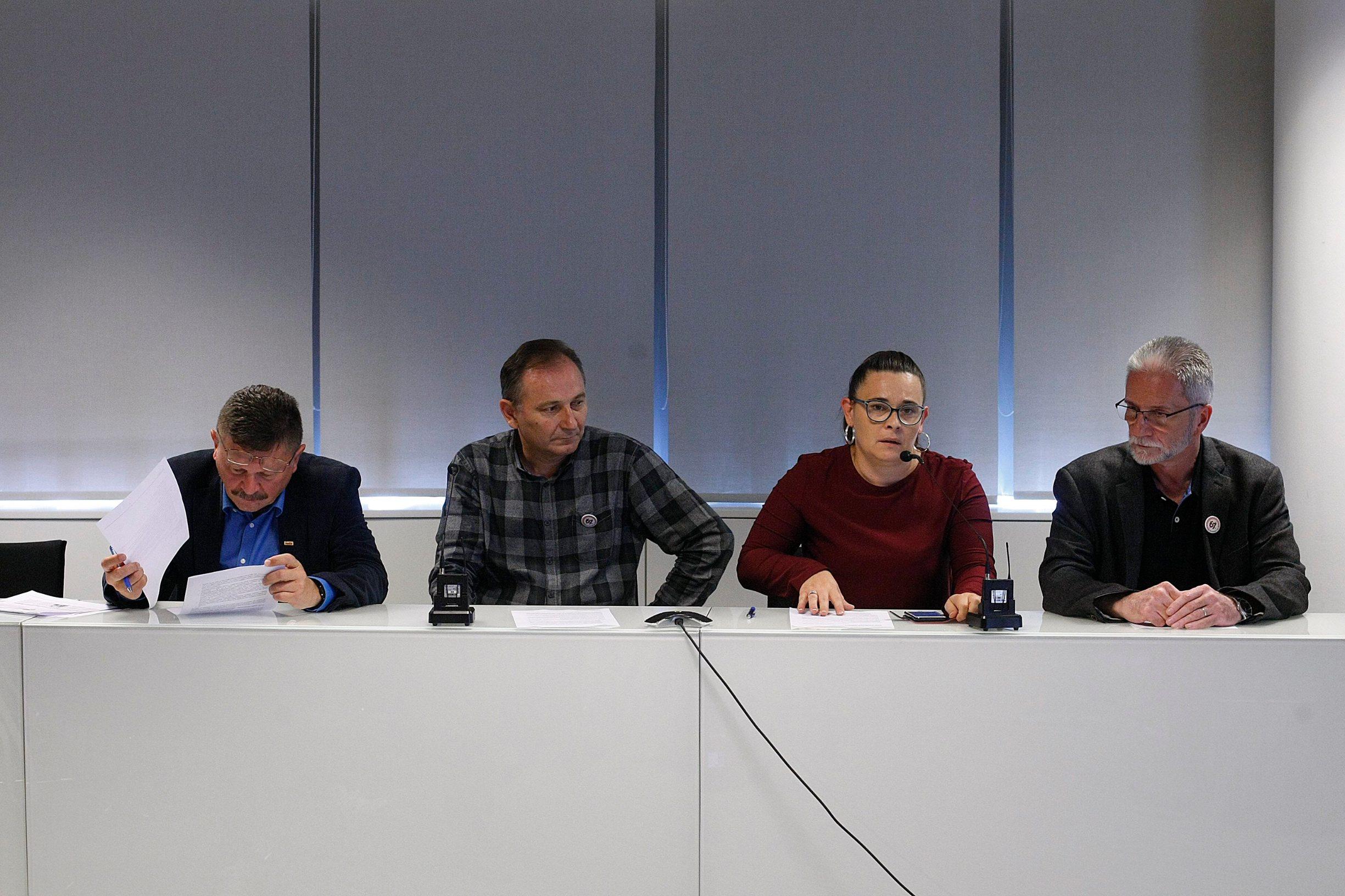 Zagreb, 230519. Matica sindikata, Ulica Florijana Andraseca. Konferencija za novinare Nezavisnih hrvatskih sindikata (NHS), Saveza samostalnih sindikata Hrvatske (SSSH) i Matice hrvatskih sindikata (MHS). Teme konferencije su  raskidanje Sporazuma o GSV-u i zahtjev za smjenom ministra Pavica, te daljnji koraci oko referendumske inicijative 67 je previse. O navedenim temama govorili su predsjednik NHS-a Kresimir Sever, predsjednik SSSH-a  Mladen Novosel i predsjednik MHS-a Vilim Ribic.  Na fotografiji: Vilim Ribic, Mladen Novosel,Kresimir Sever. Foto: Ranko Suvar / CROPIX
