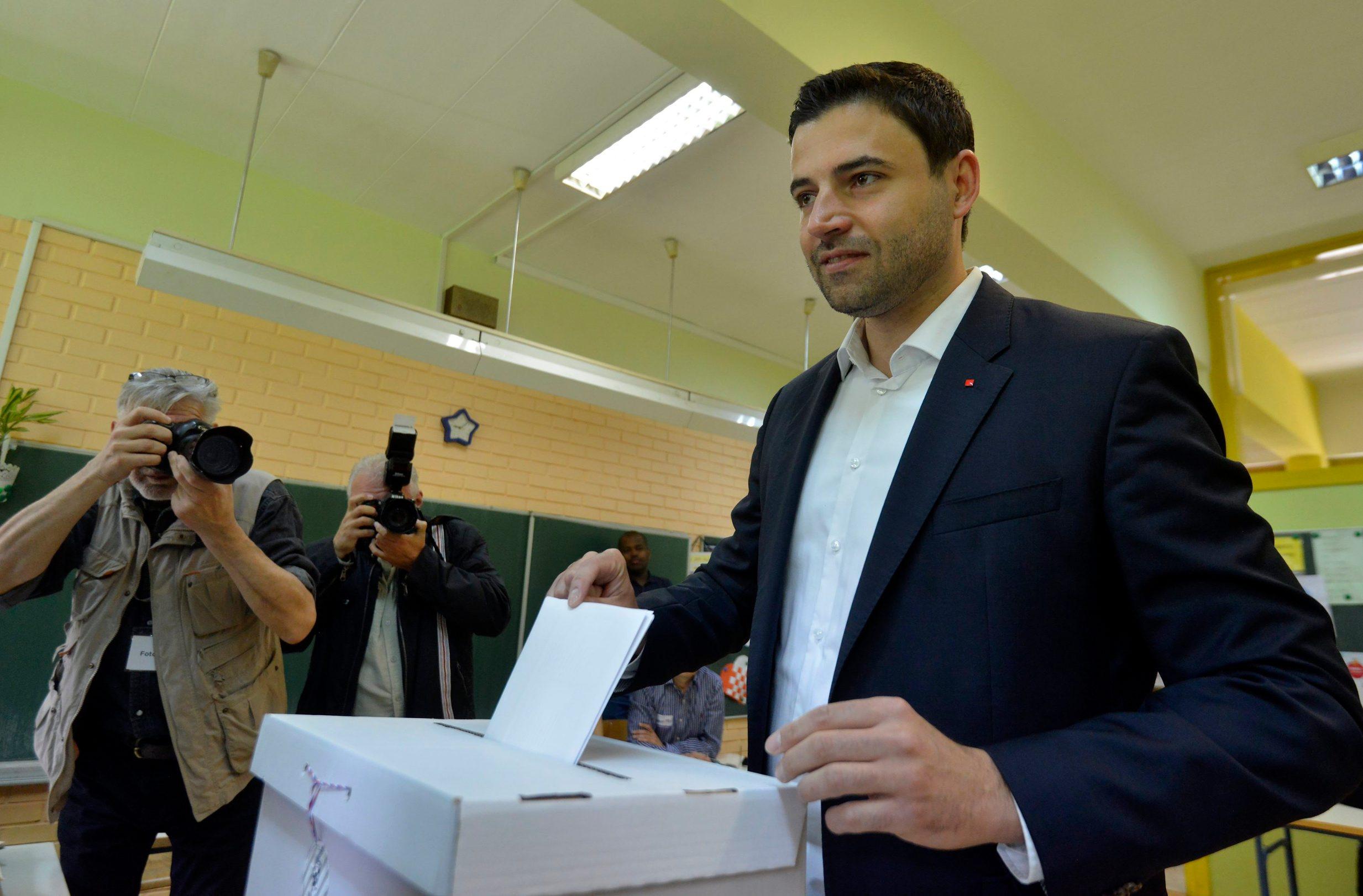 Zagreb, 260519. Predsjednik SDP-a Davor Bernardic glasao je jutros u Sopotu. Foto: Bruno Konjevic / CROPIX