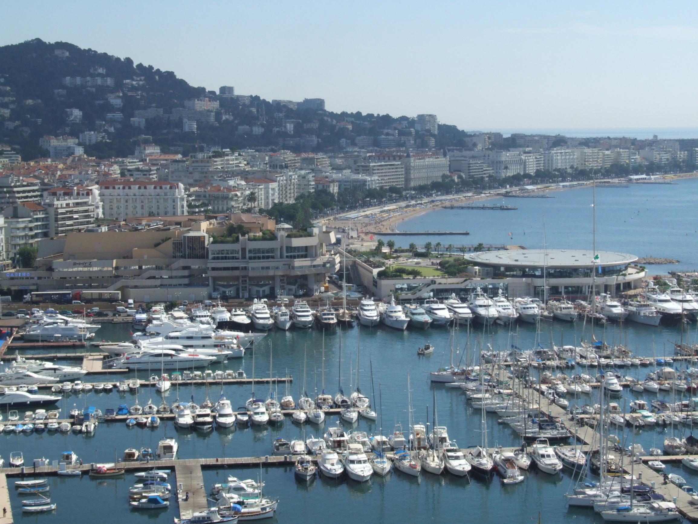 Cannes_-_port_et_croisette