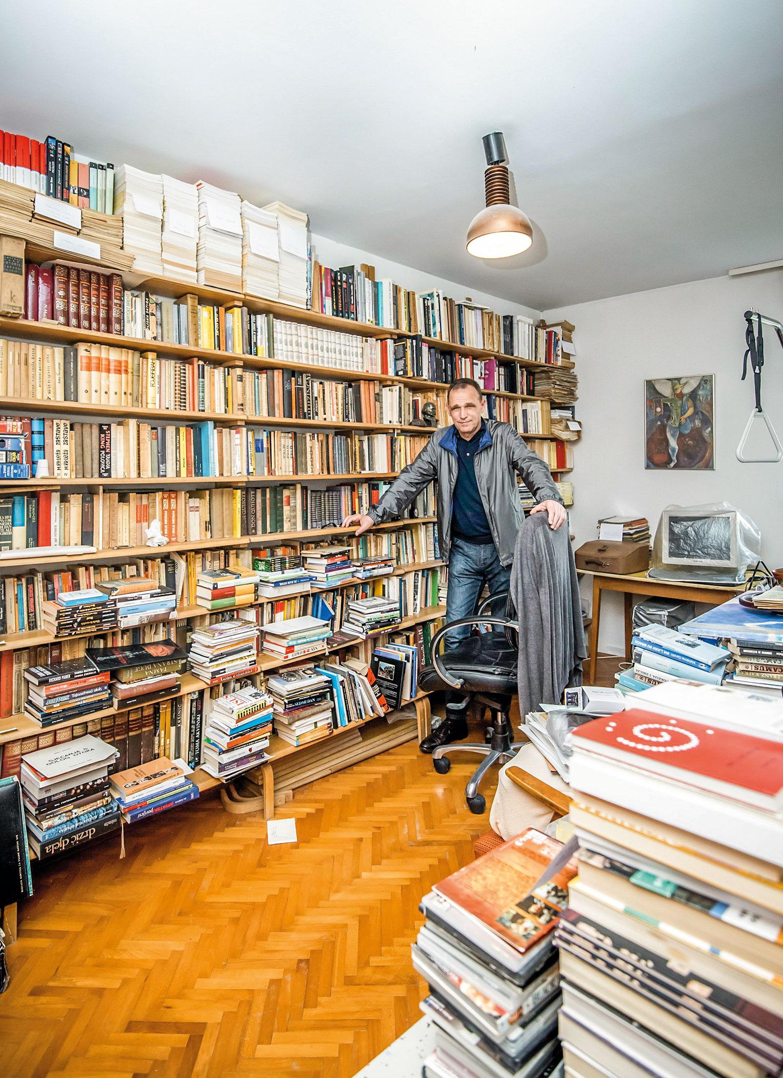Vinko Brešan u očevoj radnoj sobi u Šibeniku