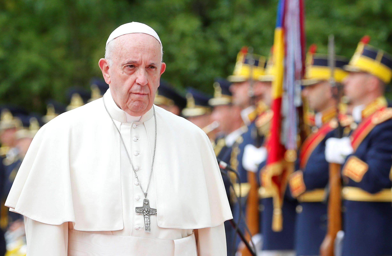 2019-05-31T095358Z_1233148862_RC17C3F73FC0_RTRMADP_3_POPE-ROMANIA
