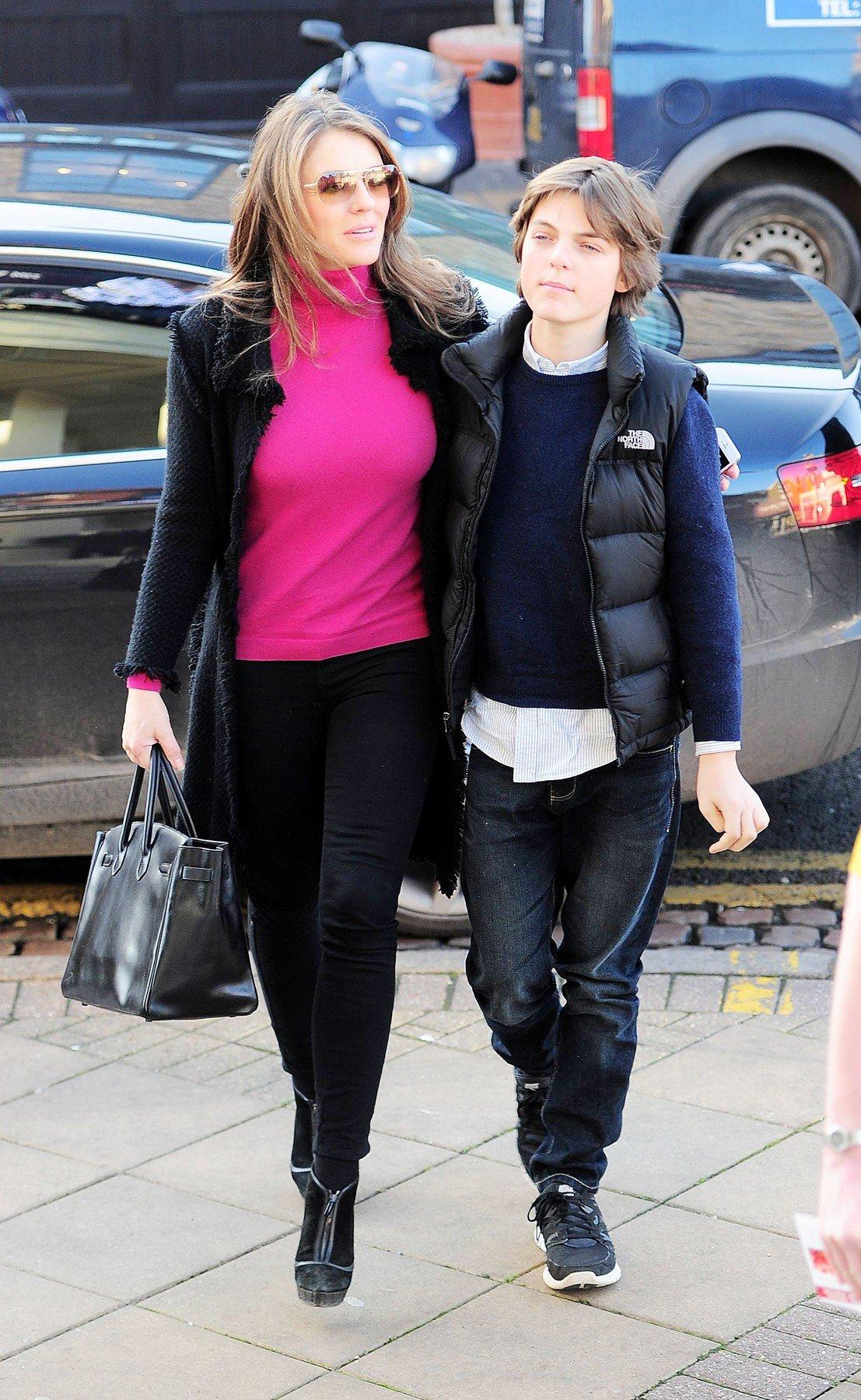 Elizabeth Hurley i sin Damien 2014. godine