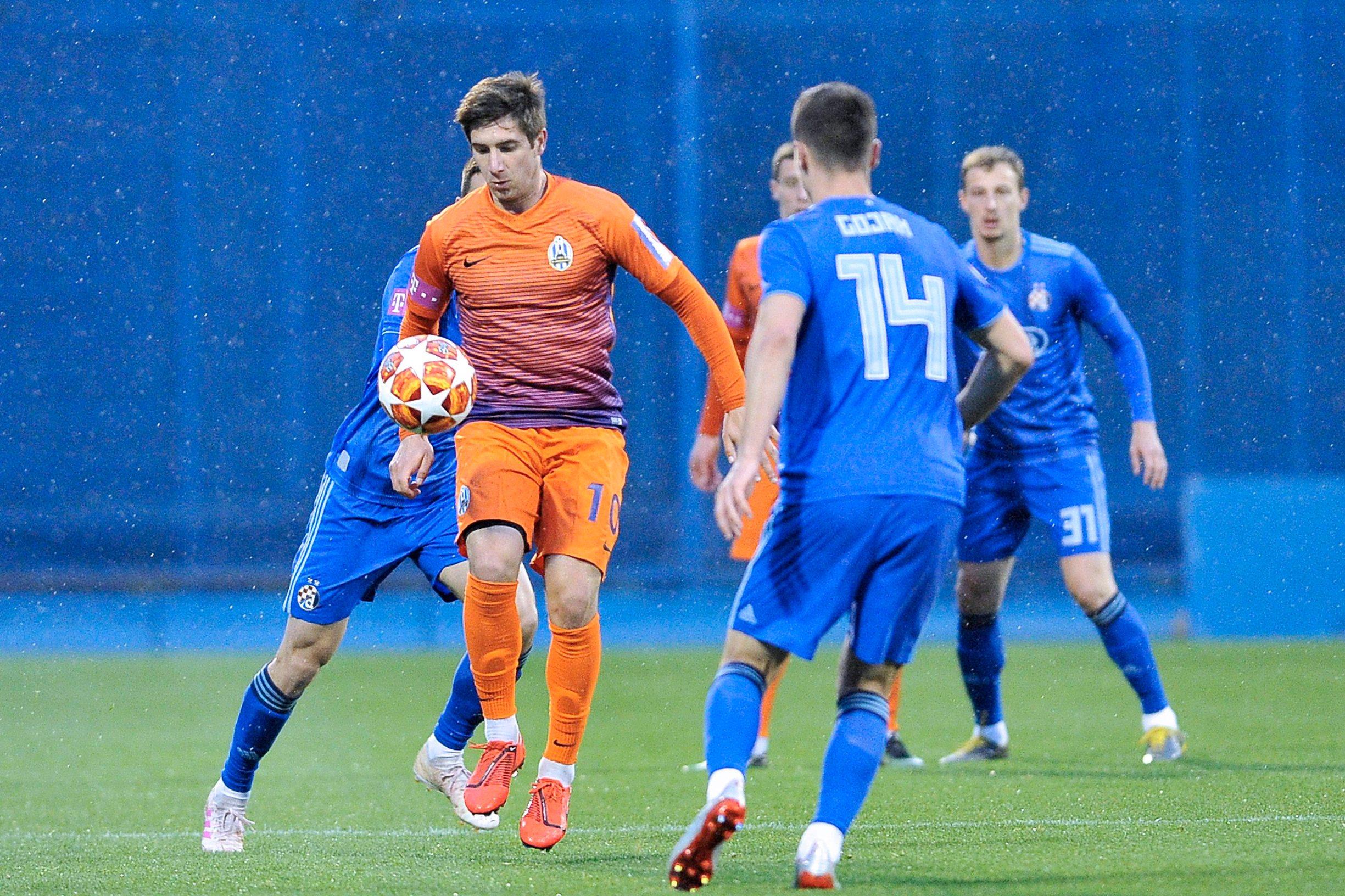 Luka Ivanušec s loptom