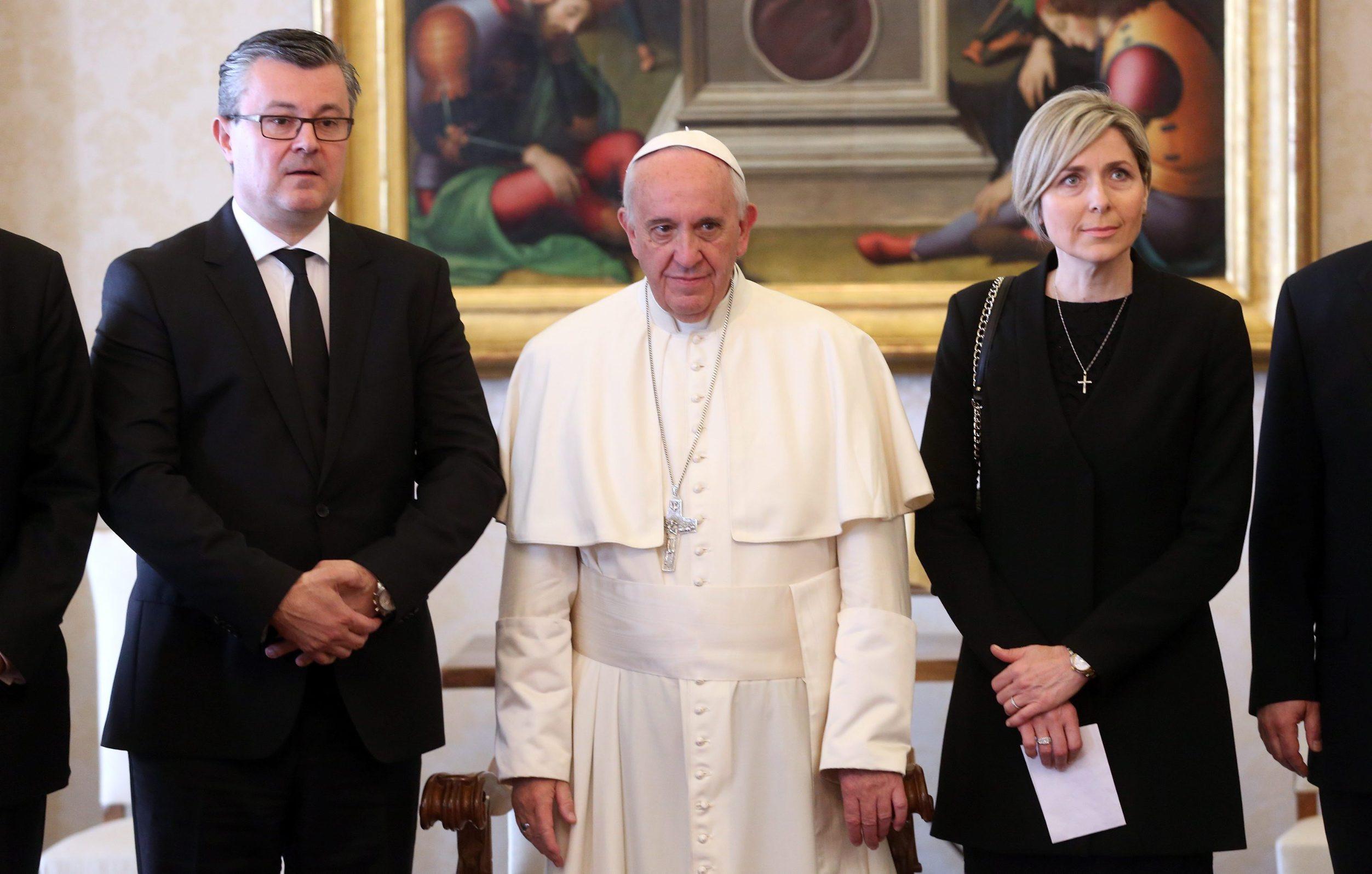 Tihomir Orešković sa suprugom Sanjom kod pape Franje