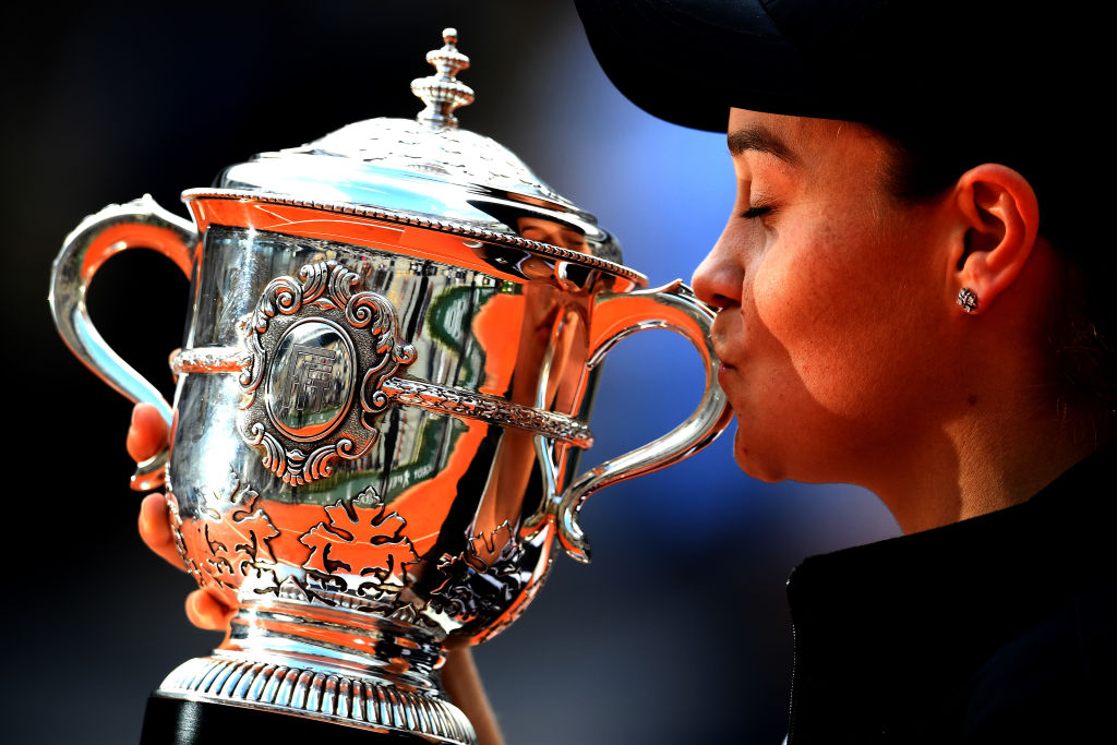 PARIS, FRANCE - JUNE 08: Ashleigh Barty of Australia kisses the trophy as she celebrates victory following the ladies singles final against Marketa Vondrousova of The Czech Republic during Day fourteen of the 2019 French Open at Roland Garros on June 08, 2019 in Paris, France. (Photo by Clive Mason/Getty Images)
