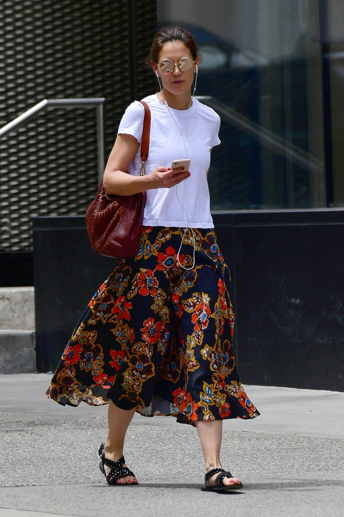 New York, NY  - *EXCLUSIVE*  - Katie Holmes chats on the phone while out in NY heading to her favorite coffee shop.  BACKGRID USA 7 JUNE 2019, Image: 444305493, License: Rights-managed, Restrictions: RIGHTS: WORLDWIDE EXCEPT IN FRANCE, GERMANY, POLAND, Model Release: no, Credit line: Profimedia, Backgrid USA