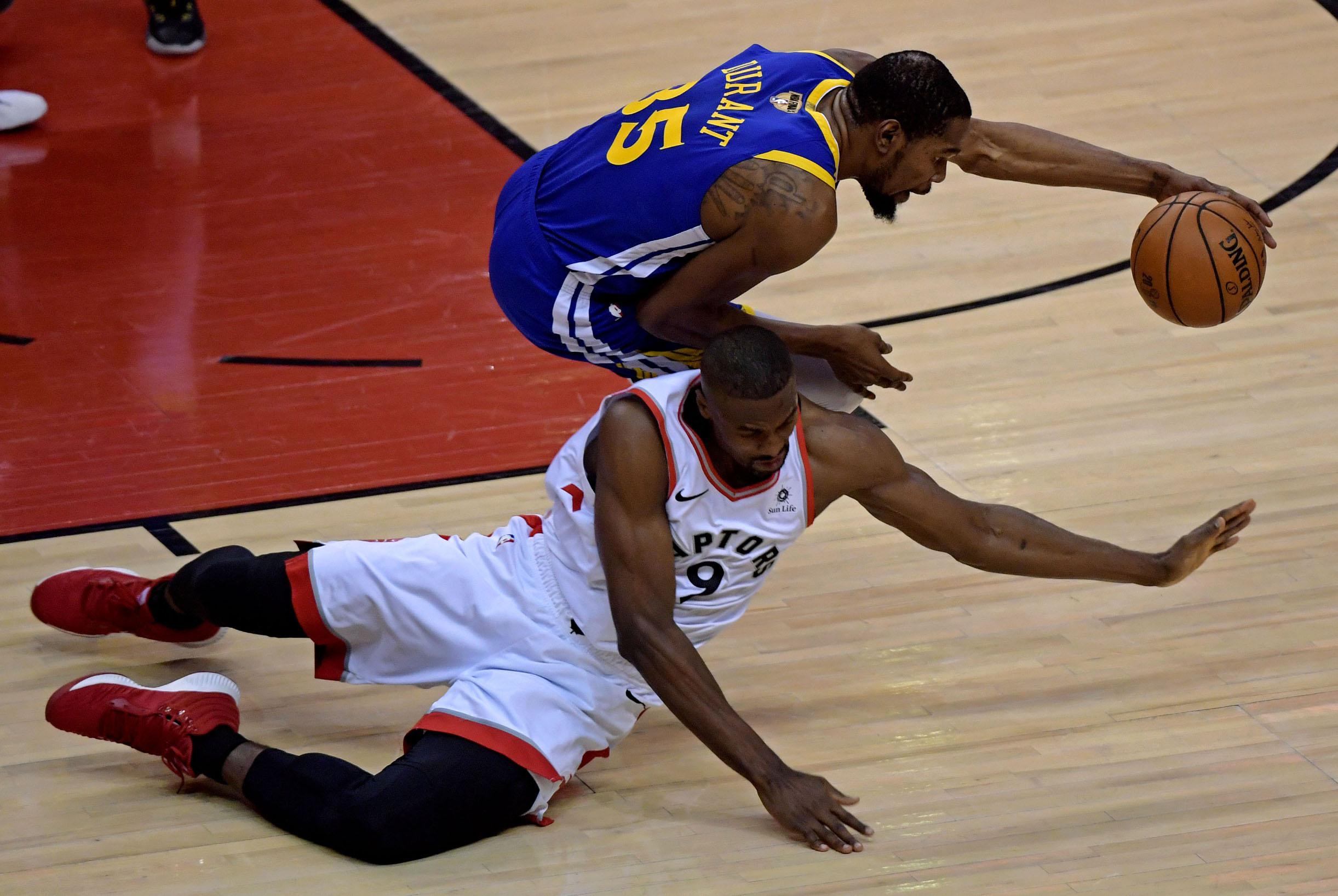 2019-06-11T020648Z_898334313_NOCID_RTRMADP_3_NBA-FINALS-GOLDEN-STATE-WARRIORS-AT-TORONTO-RAPTORS