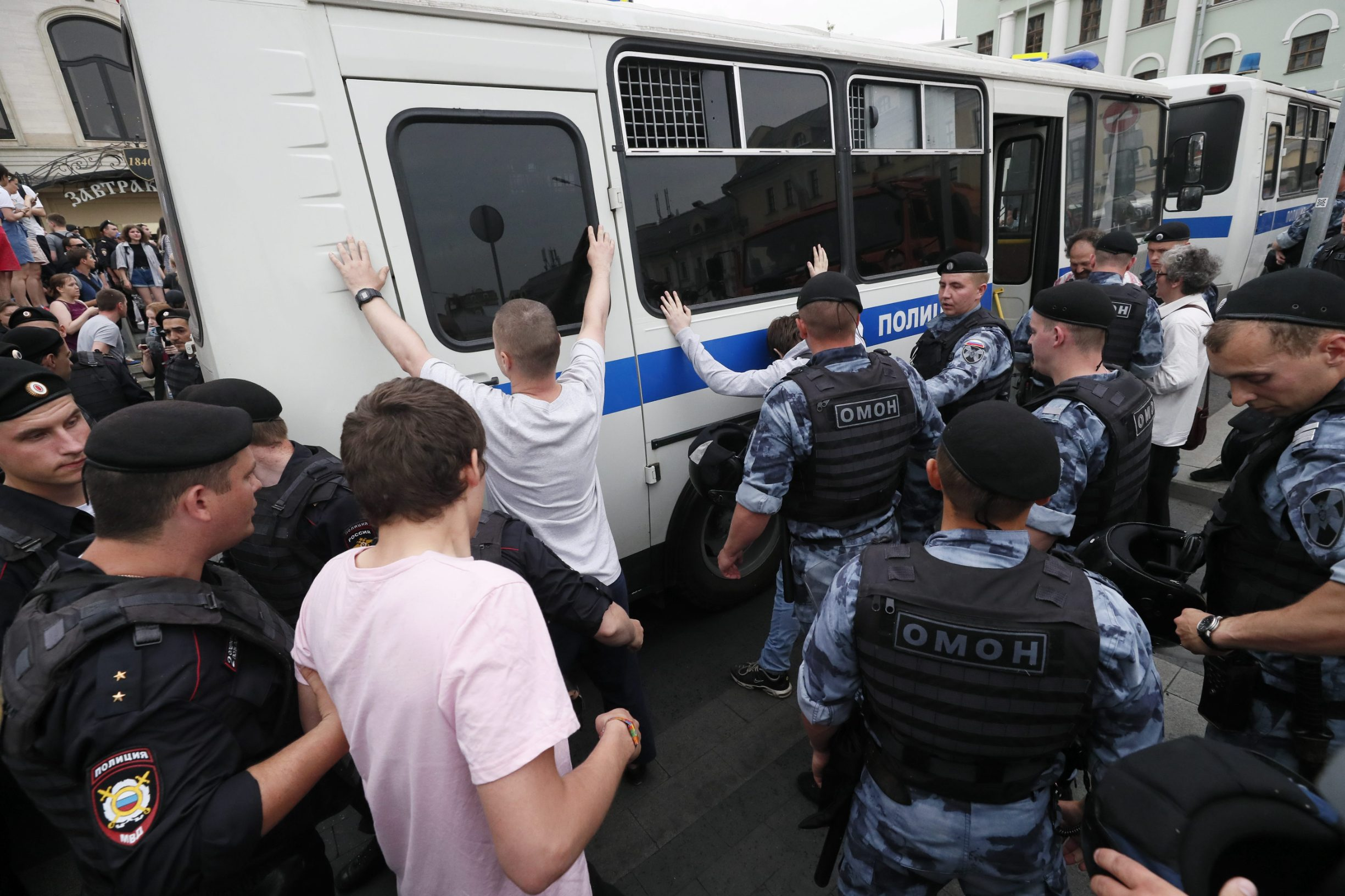 2019-06-12T102012Z_316774789_UP1EF6C0SPO10_RTRMADP_3_RUSSIA-JOURNALIST-PROTESTS