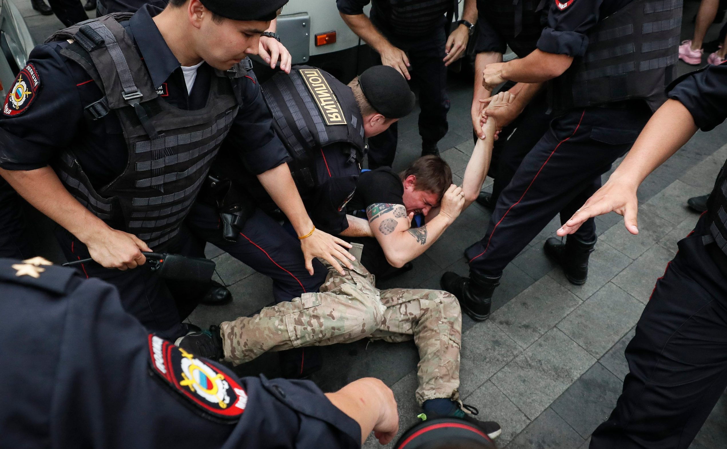 2019-06-12T143359Z_395462796_UP1EF6C14GN2K_RTRMADP_3_RUSSIA-JOURNALIST-PROTESTS