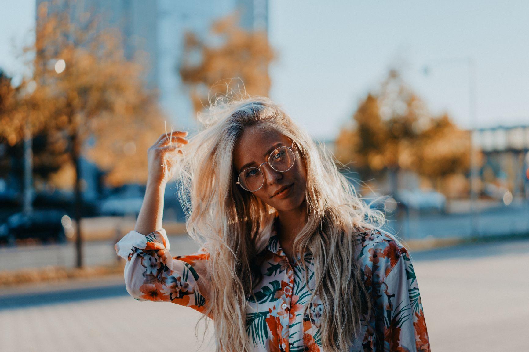 Suha, lomljiva kosa prekrivena velikom količinom peruti mogla bi biti znak da vam nedostaje vitamina B7.