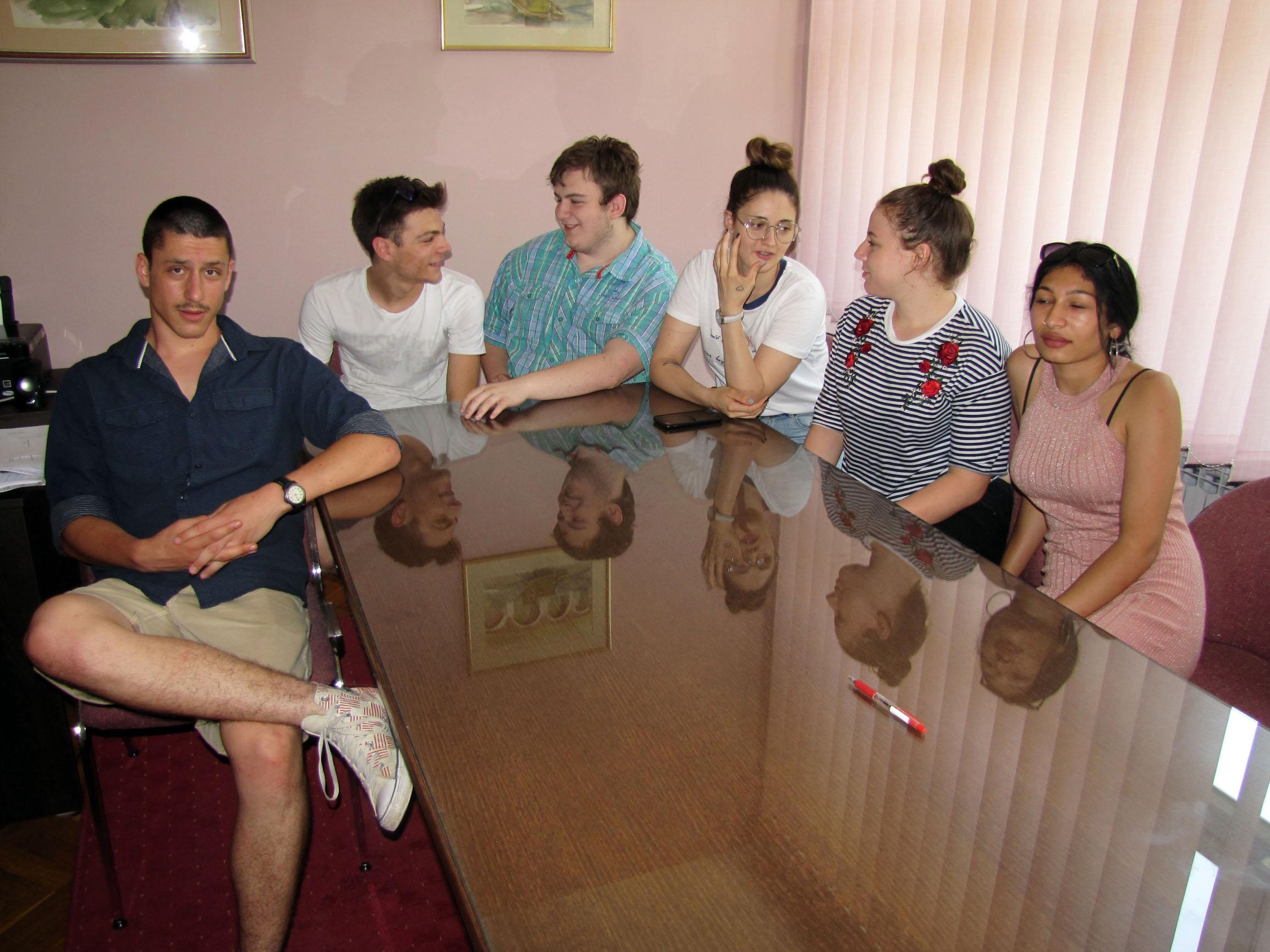 Učenici 3. razreda Ekonomske škole Sisak: Moreno Pavlek, Karlo Domitrović, Luka Ostić, Ella Bevanda, Patricija Benčić i Viktorija Nikolić.