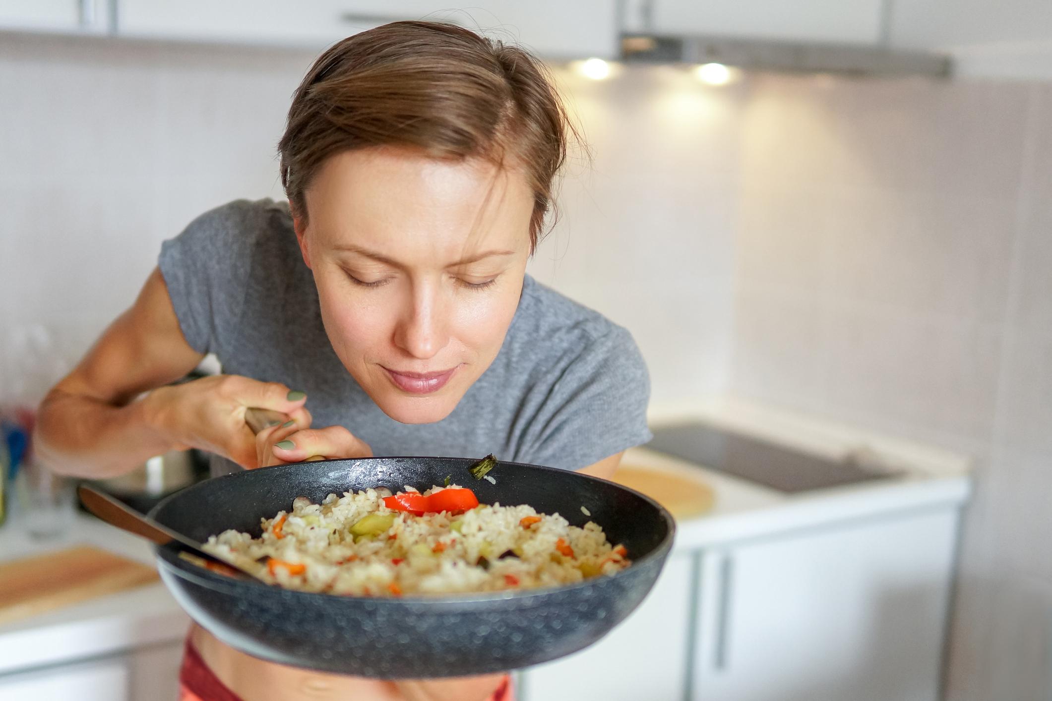Riža ima nizak udio masti te održava stabilnu razinu šećera u krvi, što je važno jer se tako zaustavlja izlučivanje inzulina.