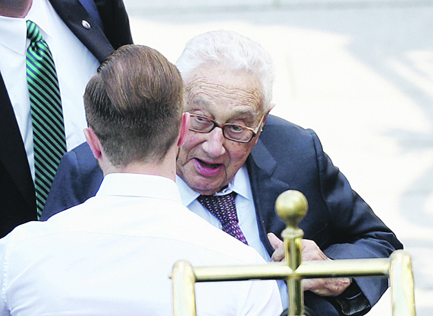 DRESDEN, GERMANY - JUNE 09:  Former U.S. Secretary of State Henry Kissinger arrives at the Hotel Taschenbergpalais Kempinski Dresden for the 2016 Bilderberg Group conference on June 9, 2016 in Dresden, Germany. The Taschenbergpalais is hosting the 2016 Bilderberg Group gathering that will bring together 130 leading international players from politics, industry, finance, academia and media to discuss globally-relevant issues from today until June 12. A wide spectrum of groups have announced protests to be held nearby. Critics charge the secretive nature of the Bilderberg Group annual meetings is undemocratic.  (Photo by Sean Gallup/Getty Images)