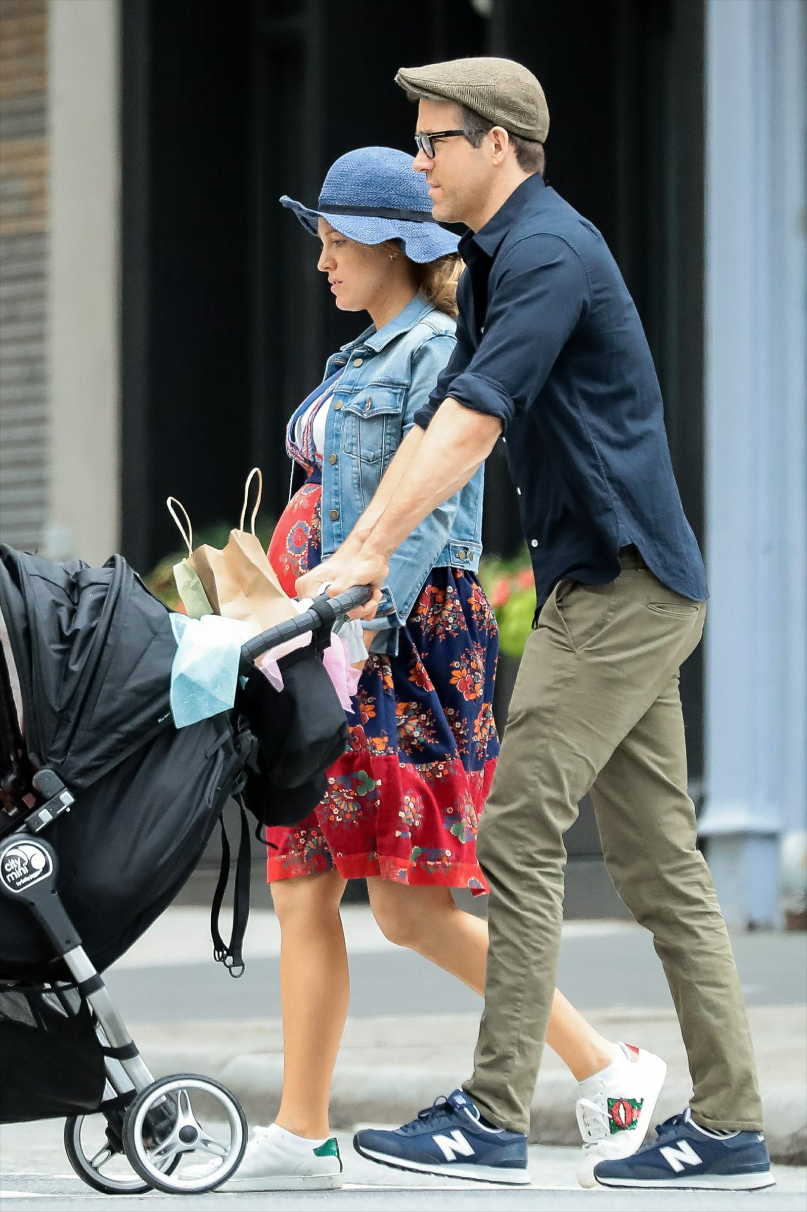 -New York, NY - 20190619 -  Blake Lively and Ryan Reynolds seen taking their daughter, Inez, out on a stroll in NY.  -PICTURED: Blake Lively, Ryan Reynolds -, Image: 449869486, License: Rights-managed, Restrictions: , Model Release: no, Credit line: Profimedia, INSTAR Images
