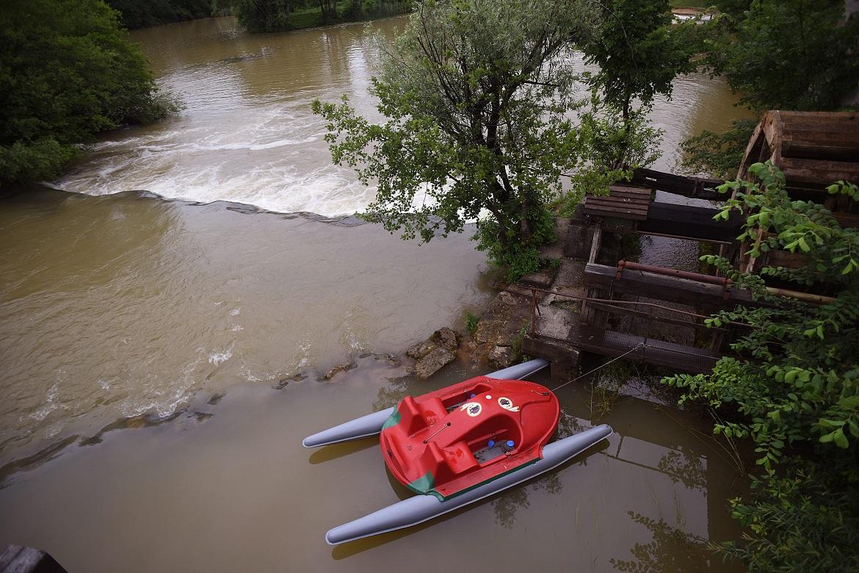 Duga Resa, 230619. Zbog obilnih padalina, zamutille su se karlovacke rijeke. Najbolje se vidi na rijeci Mreznici koja je poznata po svojoj zelenoj boji, a sada je smedja. Foto: Robert Fajt / CROPIX