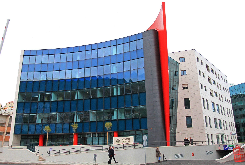 Dubrovnik, 150414. Atlantska plovidba d.d.  svecano je otvorila svoju novu zgradu Atlant centar u poslovnom centru Dubrovnika, s pogledom na Gruski zaljev. stambeno-poslovnu zgradu gradio  je splitski Tromont, a vrijedna je 26 milijuna eura. Zgrada se sastoji od tri podzemne etaze u kojoj su smjestene garaze te prizemlje i pet katova. Vrpcu je presjekao kapetan s najduzim stazem u tvrtki Davor Mojsic. Foto: Niksa Duper / CROPIX