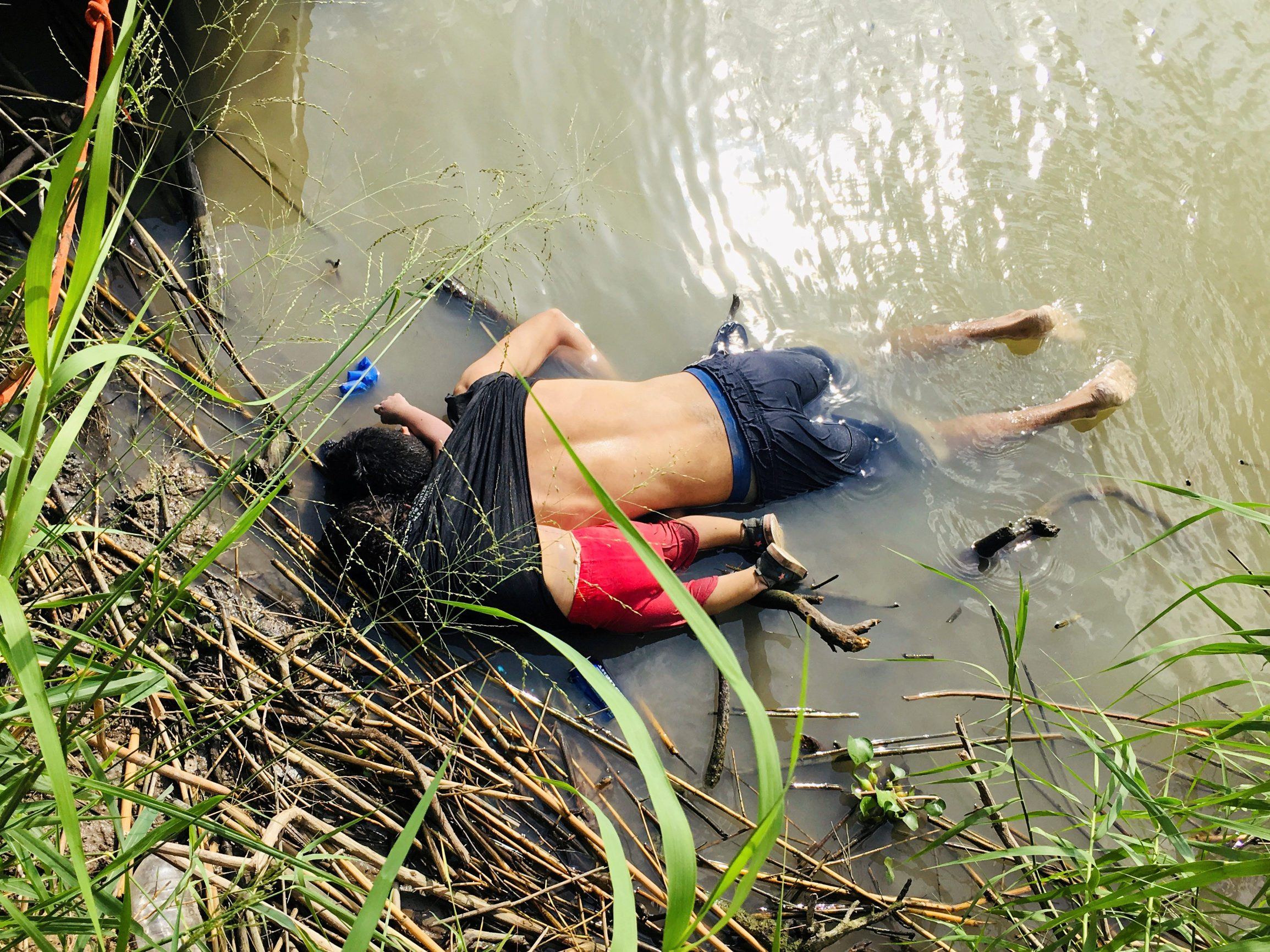 ATTENTION EDITORS - SENSITIVE MATERIAL. THIS IMAGE MAY OFFEND OR DISTURB    The bodies of Salvadoran migrant Oscar Alberto Martinez Ramirez and his daughter Valeria lie in the Rio Bravo river in Matamoros, in Tamaulipas state, Mexico June 24, 2019. REUTERS/Stringer NO RESALES. NO ARCHIVES     TPX IMAGES OF THE DAY  SEARCH