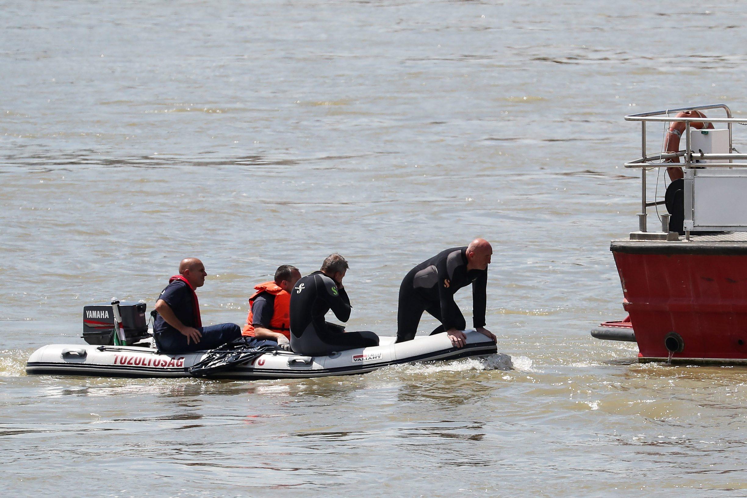 Spasilački tim u potrazi na Dunavu