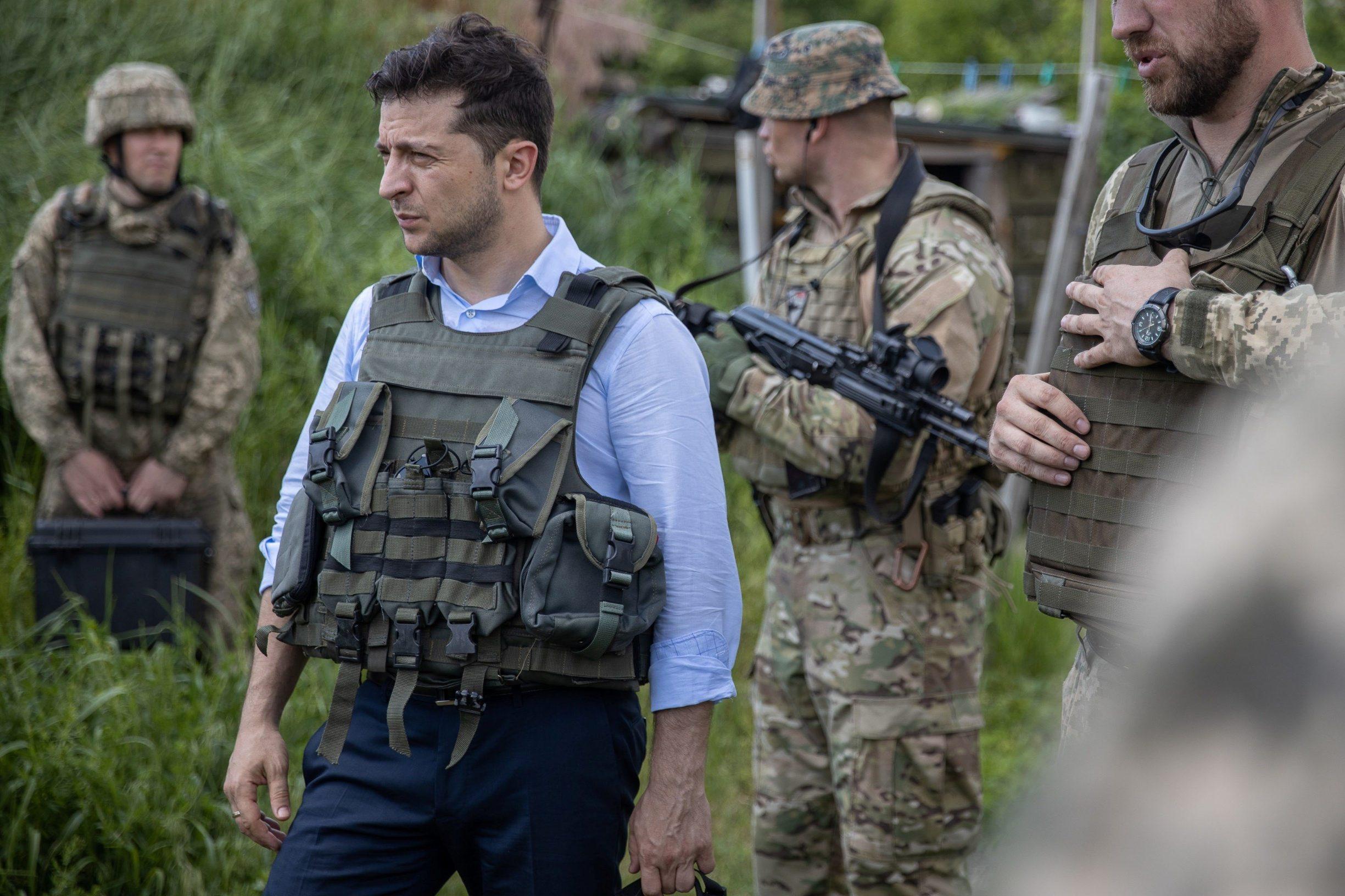 2019-05-27T172926Z_1701636131_RC1EE6DDB5A0_RTRMADP_3_UKRAINE-CRISIS-ZELENSKIY-FRONTLINE