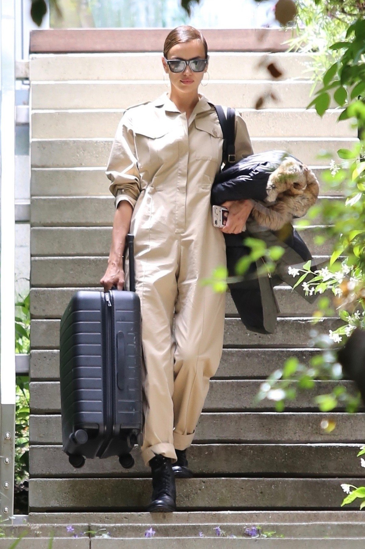 Pacific Palisades, CA  - Irina Shayk has her driver load up her suitcase as she steps out of Bradley Cooper's home in Pacific Palisades  BACKGRID USA 6 JUNE 2019, Image: 443968046, License: Rights-managed, Restrictions: , Model Release: no, Credit line: Profimedia, Backgrid USA