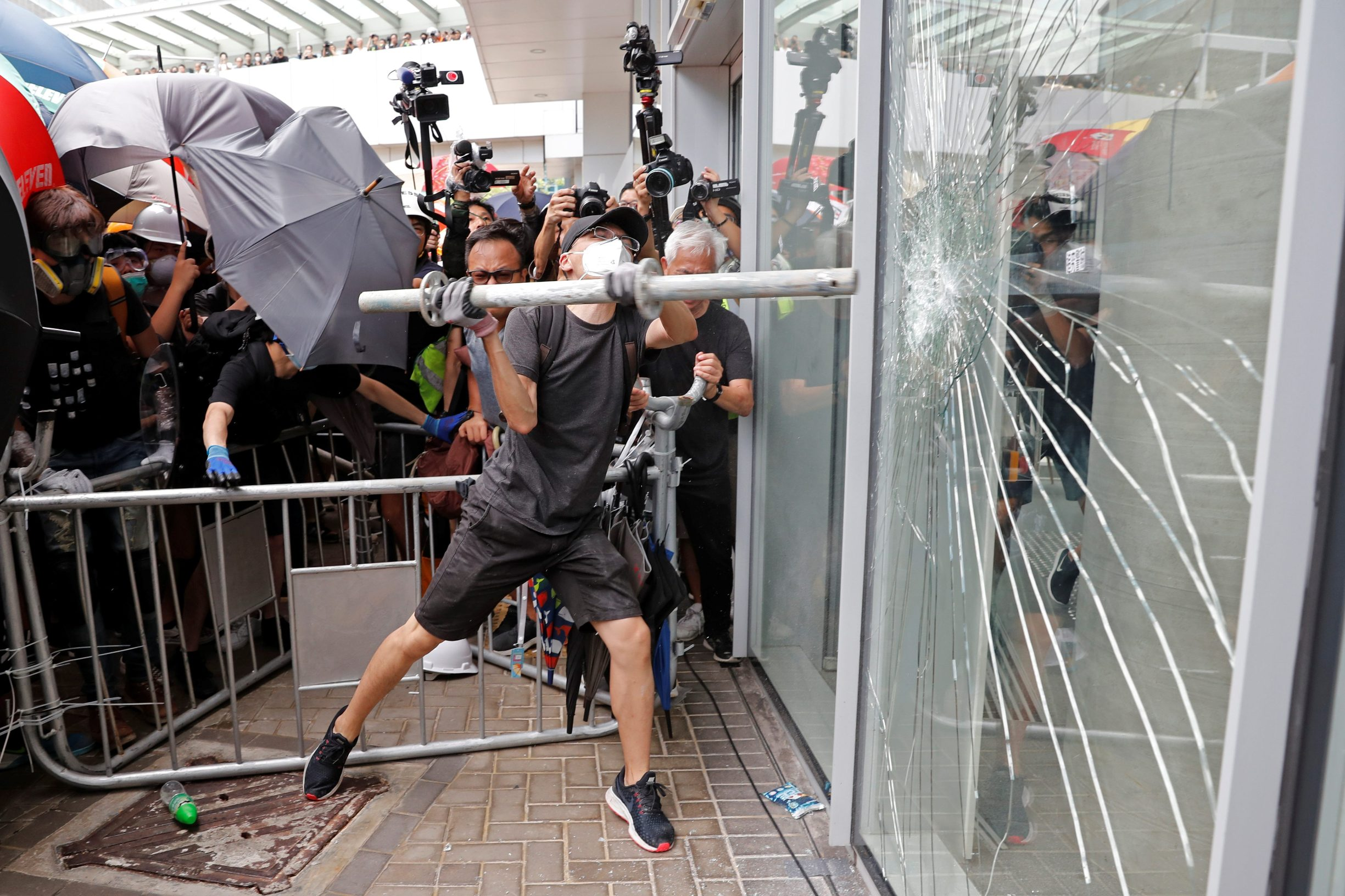 2019-07-01T055542Z_1256928367_RC1D39A18E00_RTRMADP_3_HONGKONG-EXTRADITION
