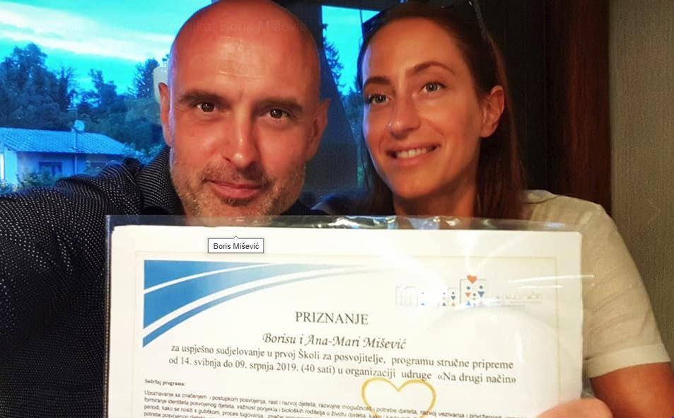 Boris Mišević i supruga Ana-Mari lani su se pohvalili kako su dobili Priznanje u prvoj Školi za posvojitelje.
