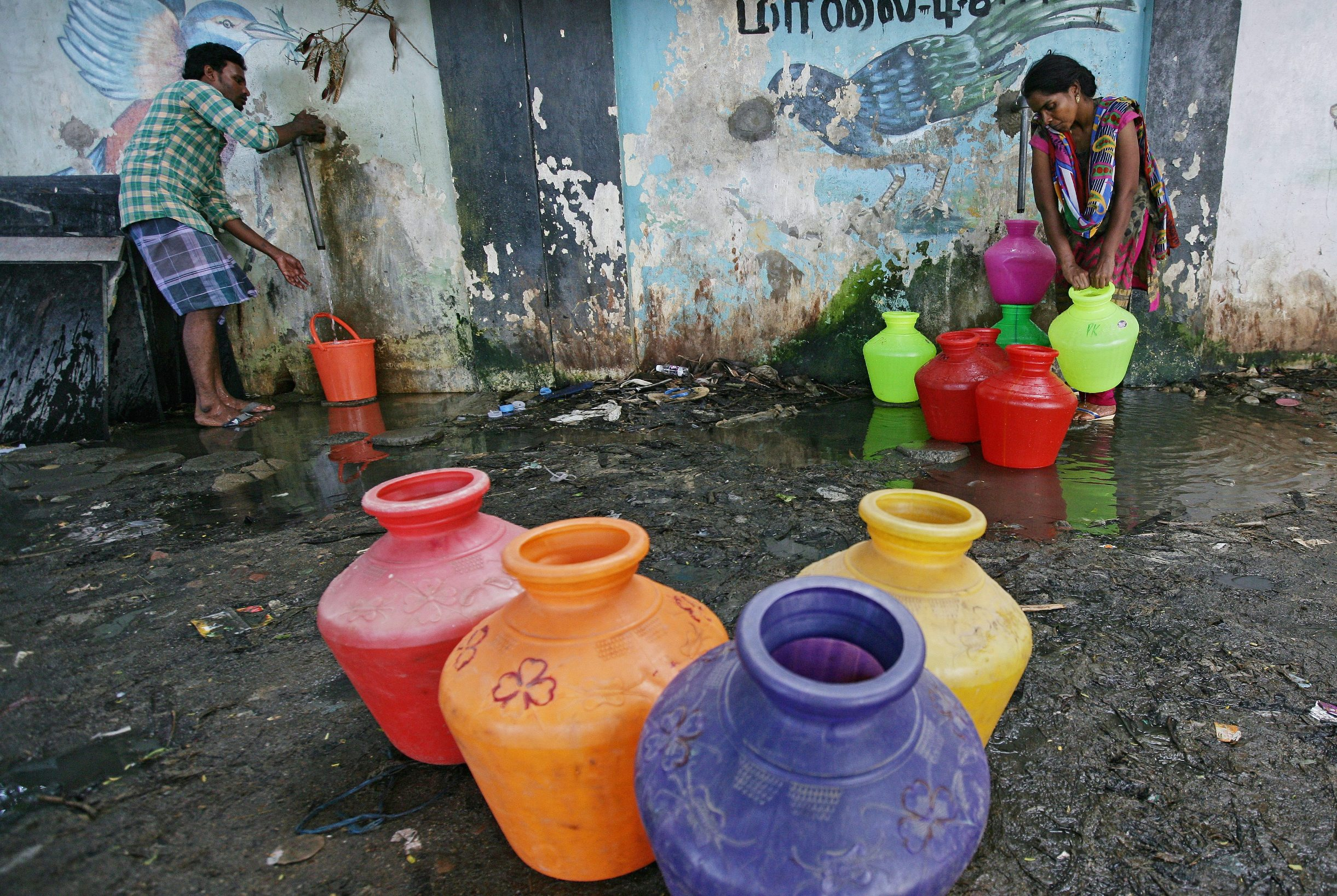 Residents fill their empty containers with water from a municipal tap in Chennai, India, June 28, 2019. REUTERS/P. Ravikumar