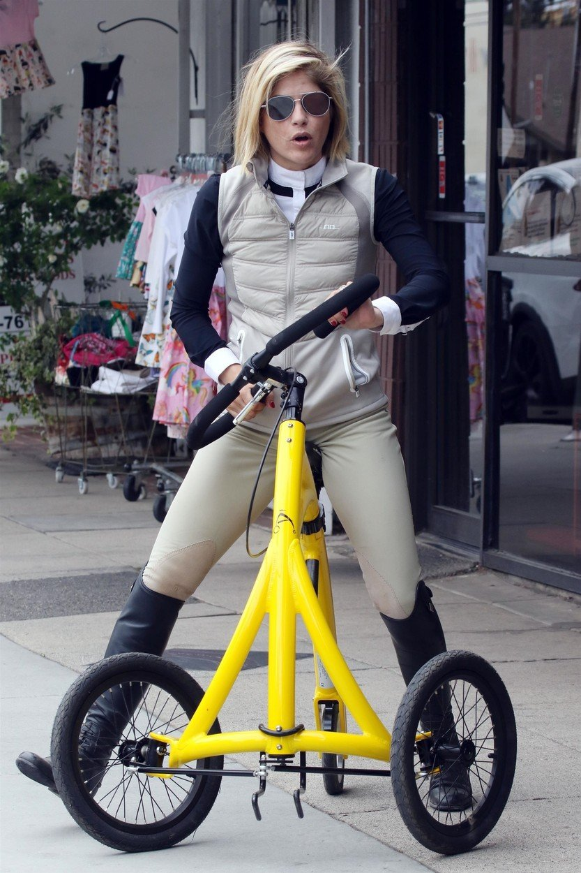 Los Angeles, CA  - Selma Blair rides her Alinker walking bike while out on a coffee run to Alfred Coffee with her boyfriend David Price and their dog.  Pictured: Selma Blair  BACKGRID USA 18 MAY 2019, Image: 434551268, License: Rights-managed, Restrictions: , Model Release: no, Credit line: Profimedia, Backgrid USA