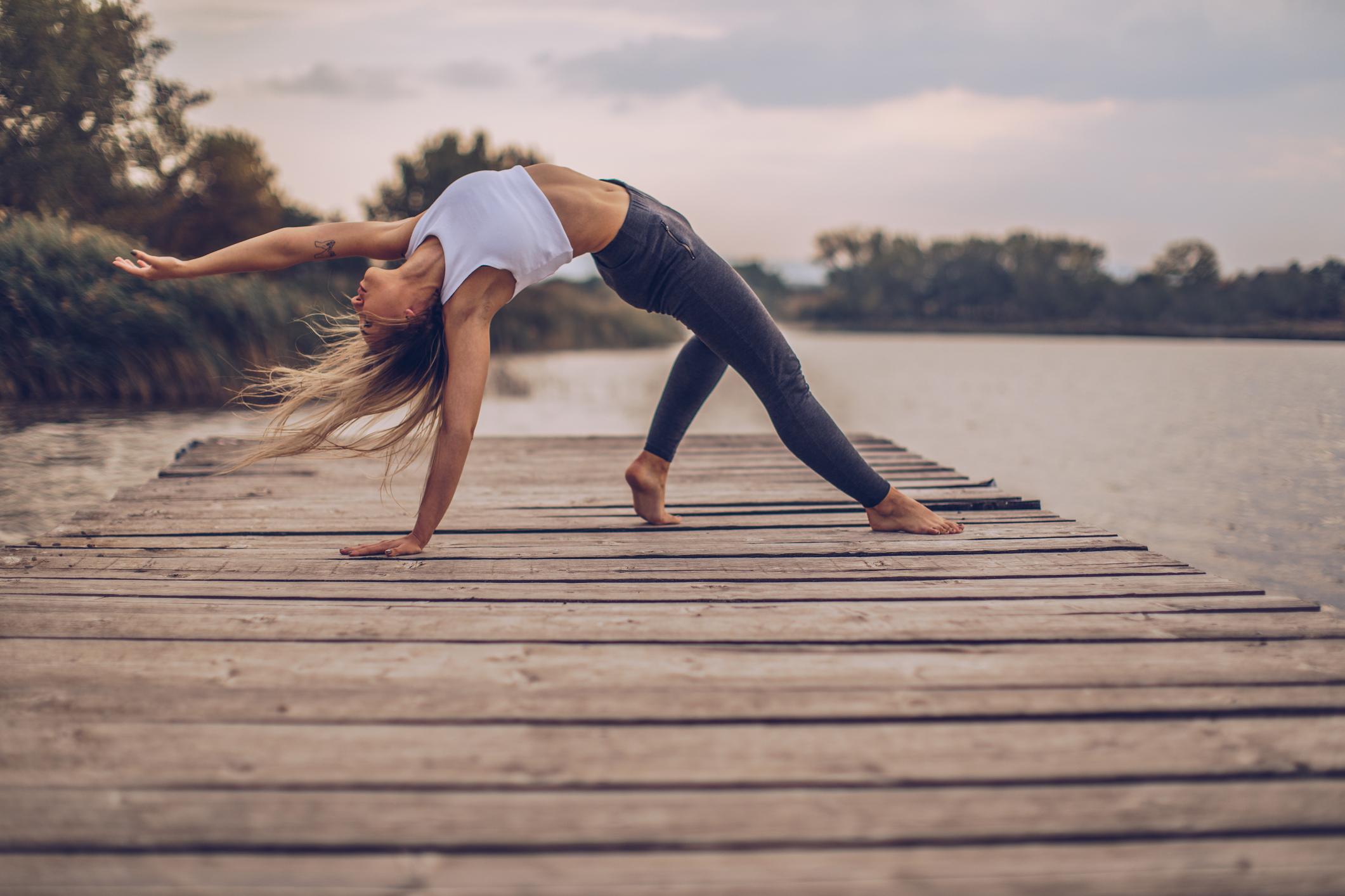 Joga je vrlo učinkovita antistresna metoda te pridonosi da se osjećamo vitalno, zadovoljno, razgibano i budno.