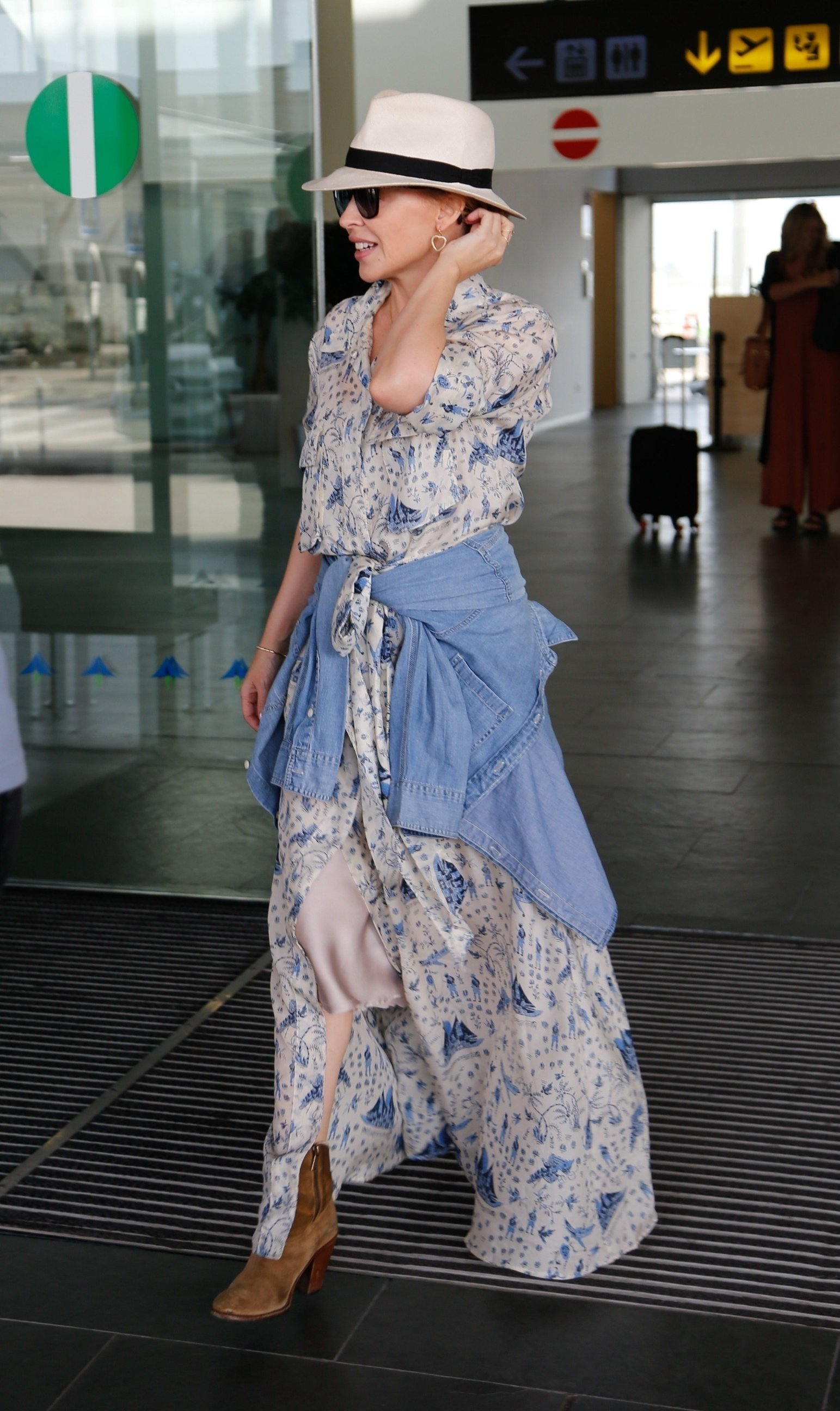 Barcelona, SPAIN  - *EXCLUSIVE*  - Australian popstar Kylie Minogue arrives at Barcelona airport ahead of the Festival Cruïlla  BACKGRID UK 6 JULY 2019, Image: 455120128, License: Rights-managed, Restrictions: RIGHTS: WORLDWIDE EXCEPT IN SPAIN, Model Release: no, Credit line: Profimedia, Backgrid UK